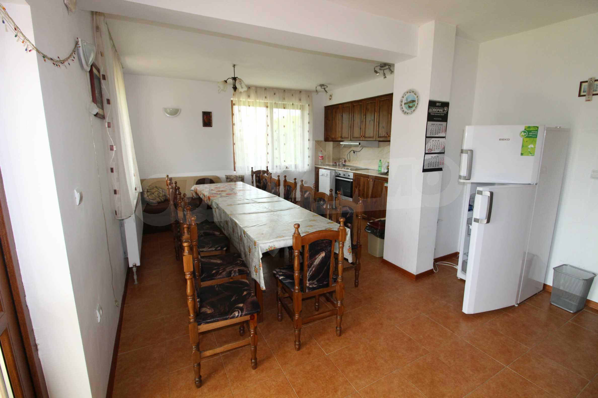 Уникално вилно селище с кръгли къщи на 50 км от Велико Търново  10