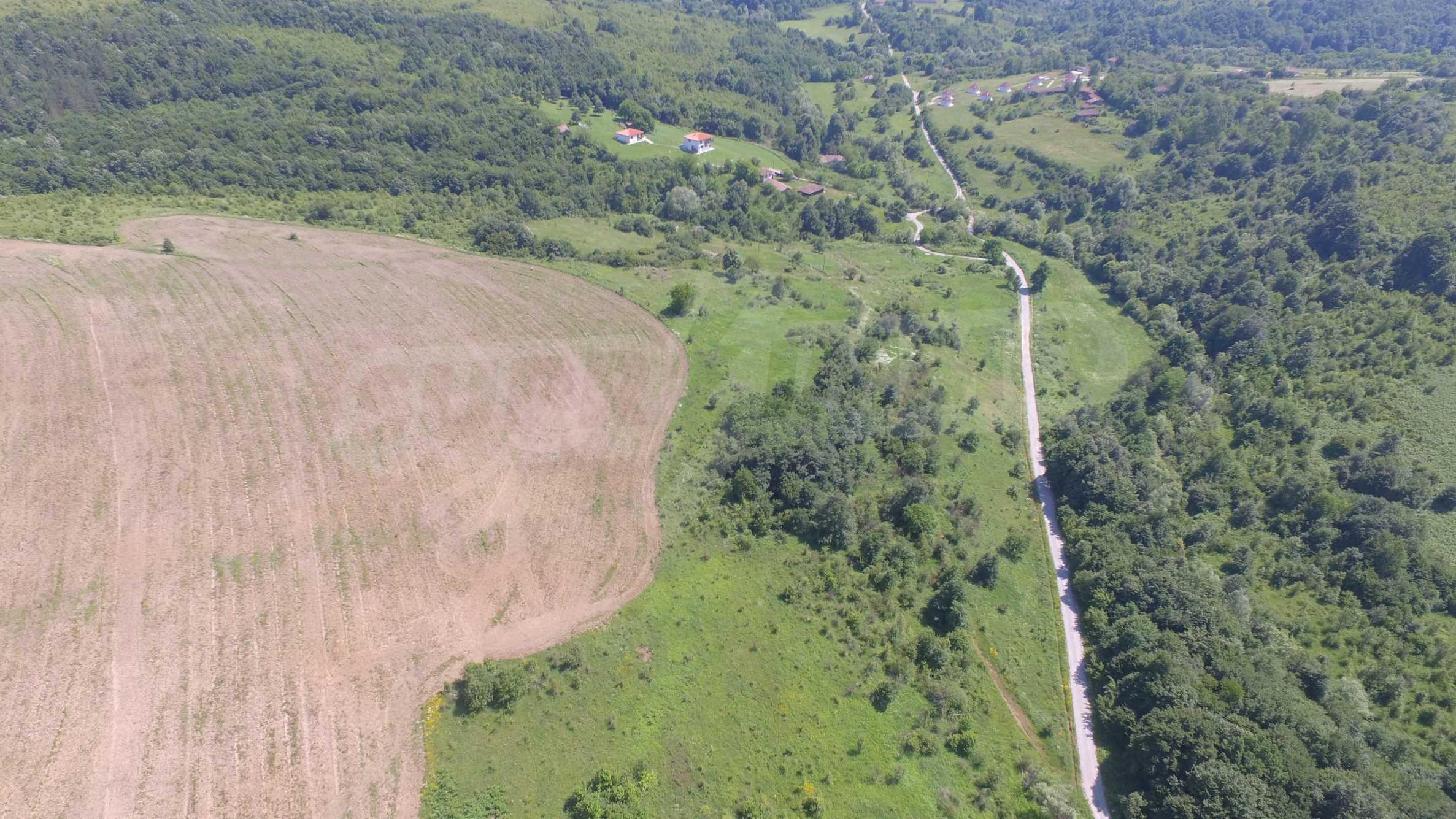Уникално вилно селище с кръгли къщи на 50 км от Велико Търново  42