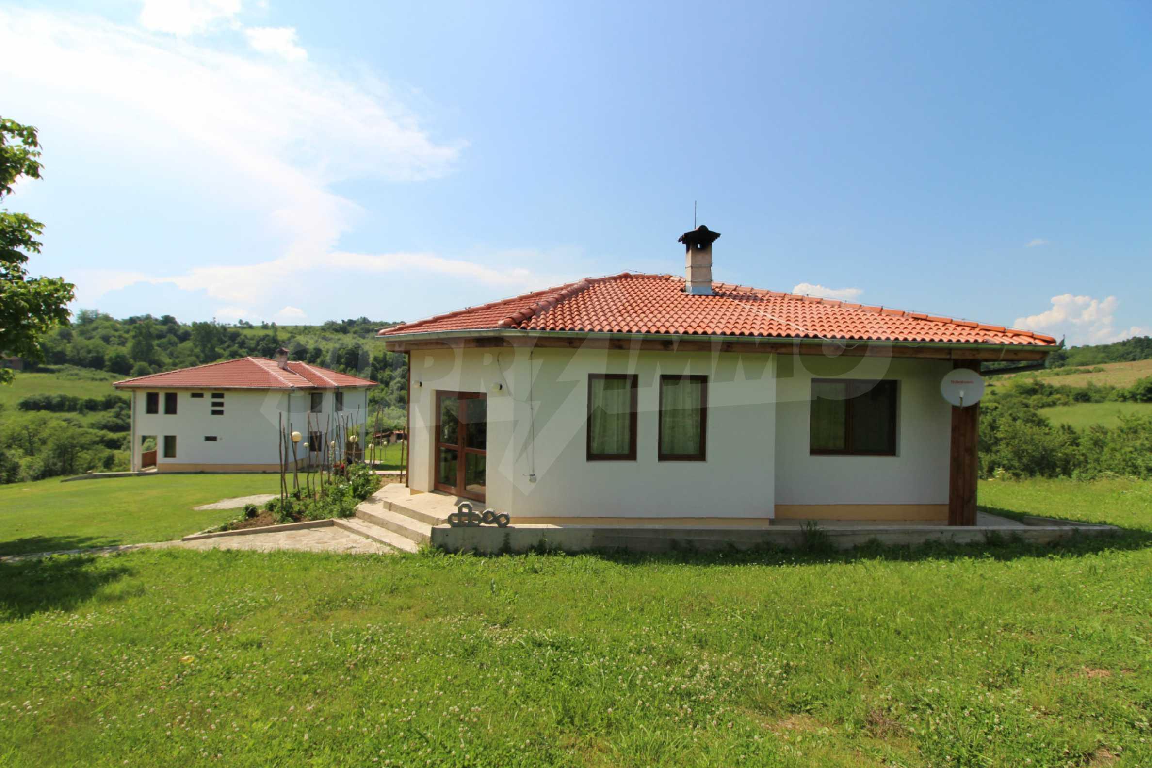 Уникално вилно селище с кръгли къщи на 50 км от Велико Търново  6