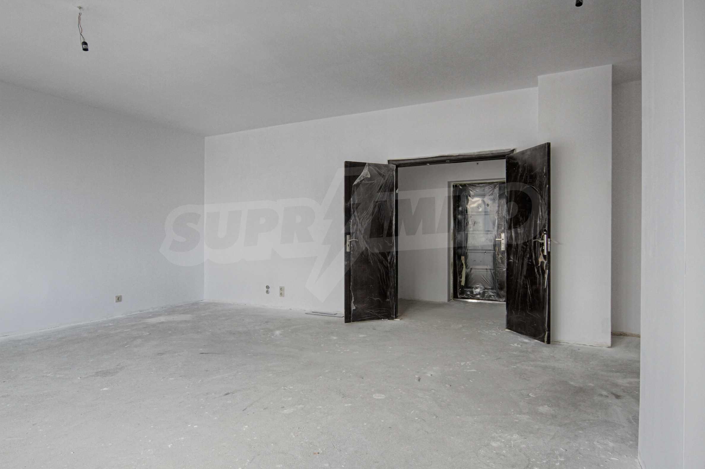 Многостаен апартамент в нова сграда на Околовръстен път 1