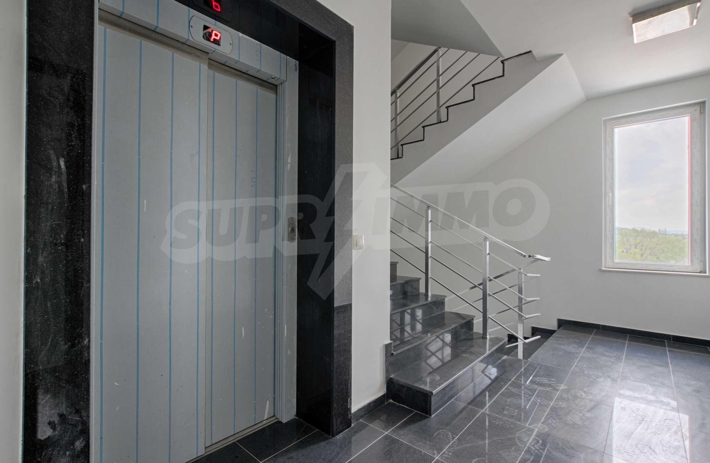 Многостаен апартамент в атрактивна сграда на Околовръстен път 9