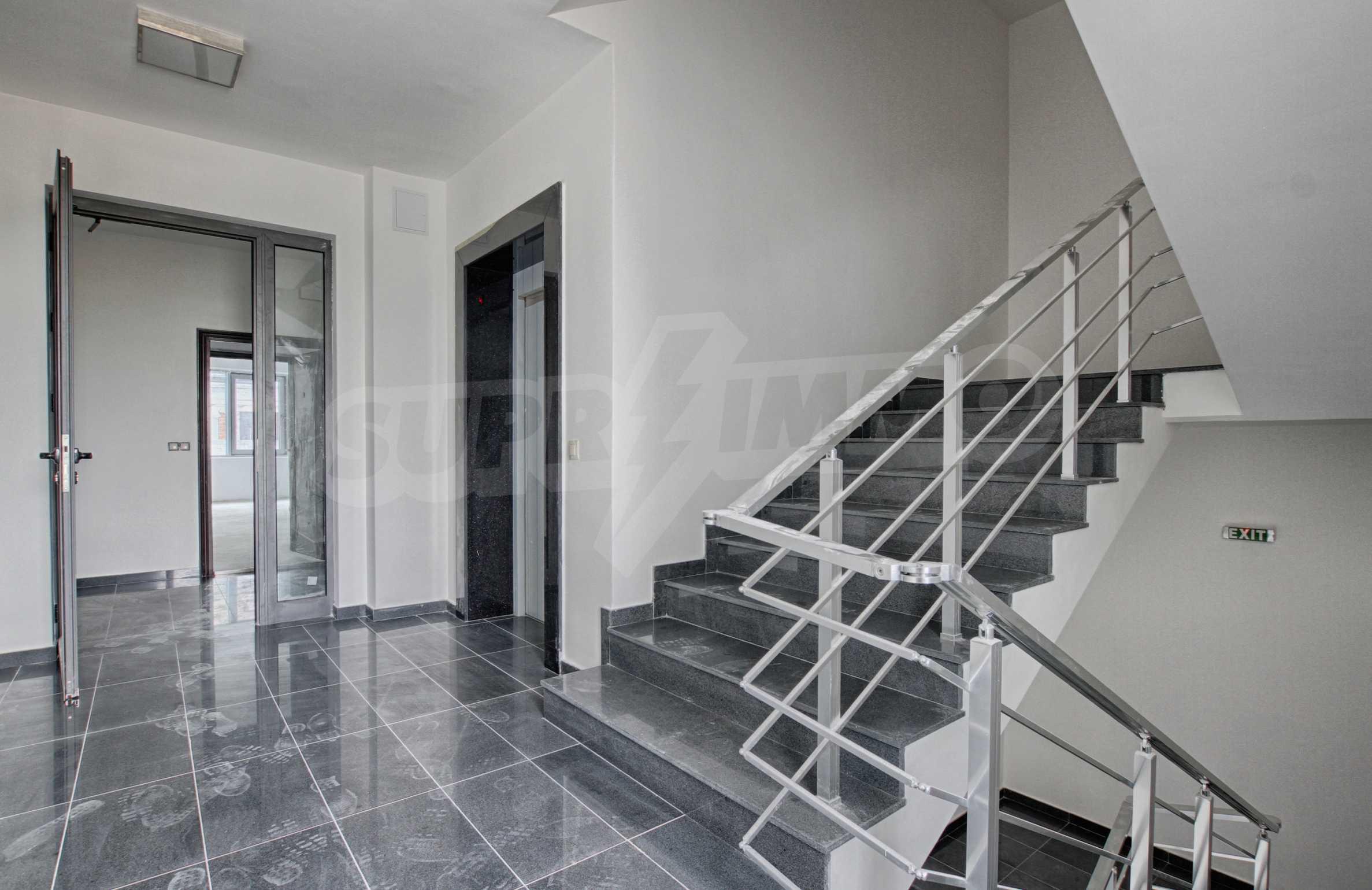 Многостаен апартамент в атрактивна сграда на Околовръстен път 10