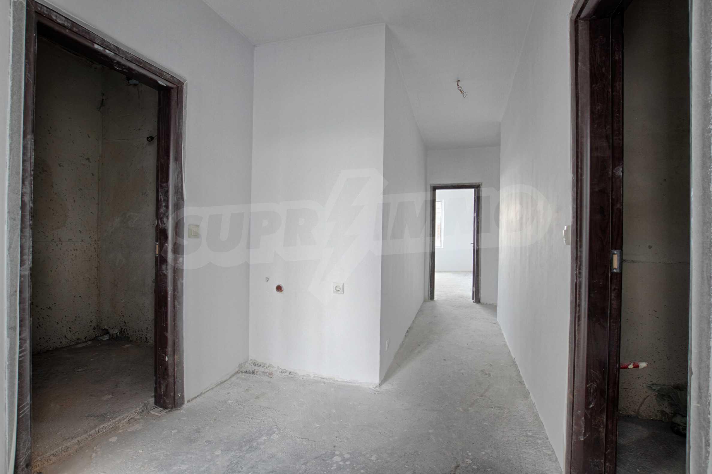 Многостаен апартамент в атрактивна сграда на Околовръстен път 5