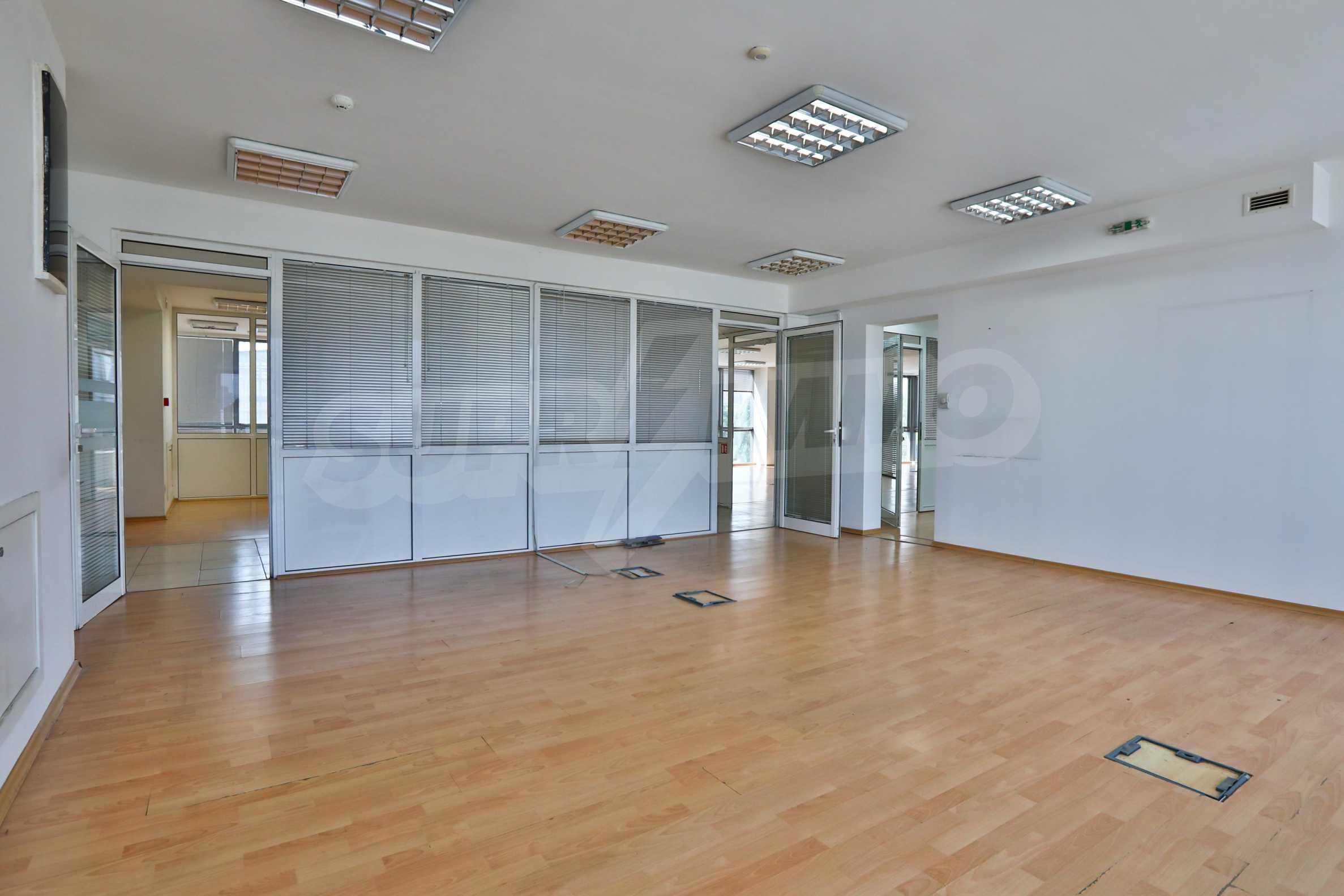 Площи тип open space в офис зоната на бул. Цариградско шосе 21