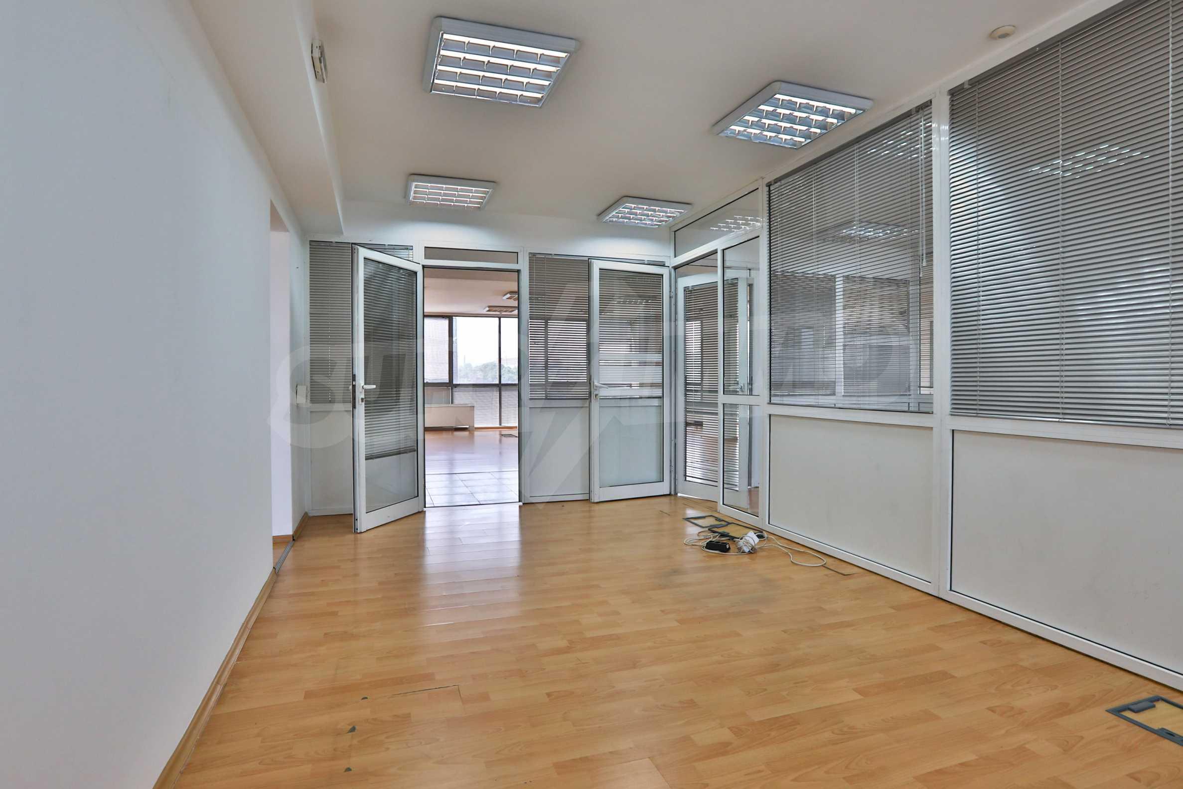 Площи тип open space в офис зоната на бул. Цариградско шосе 22