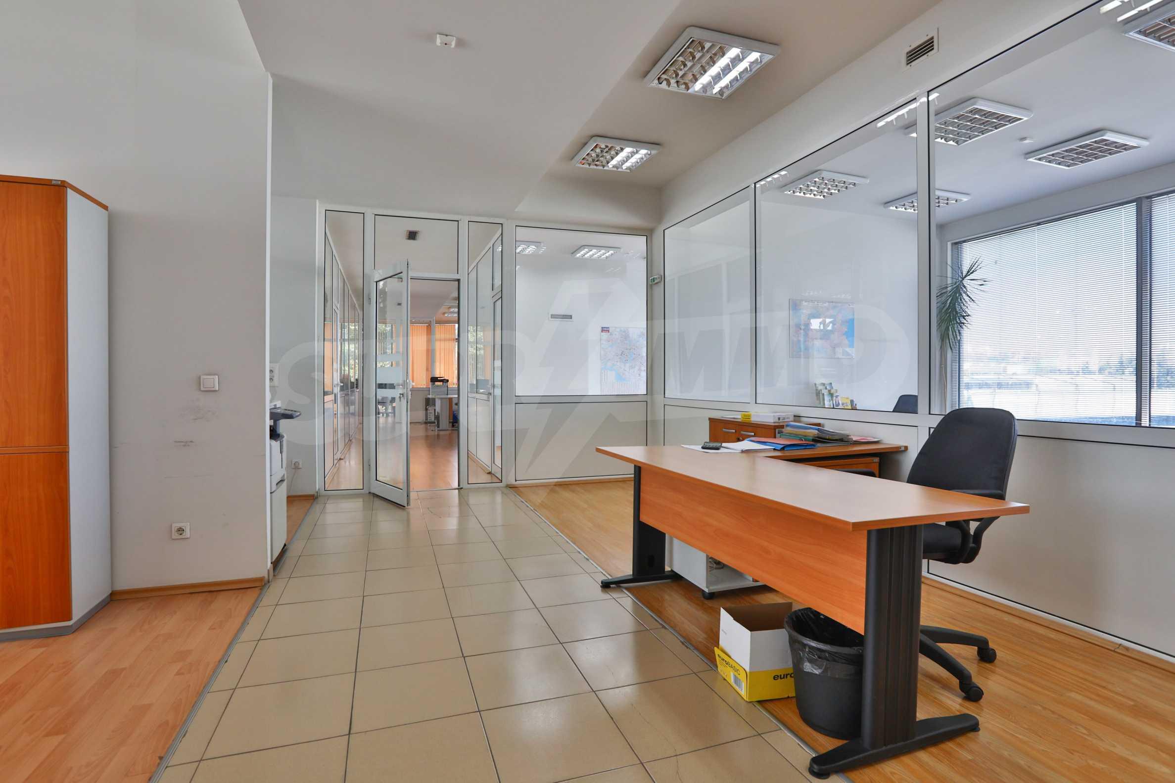 Площи тип open space в офис зоната на бул. Цариградско шосе 33