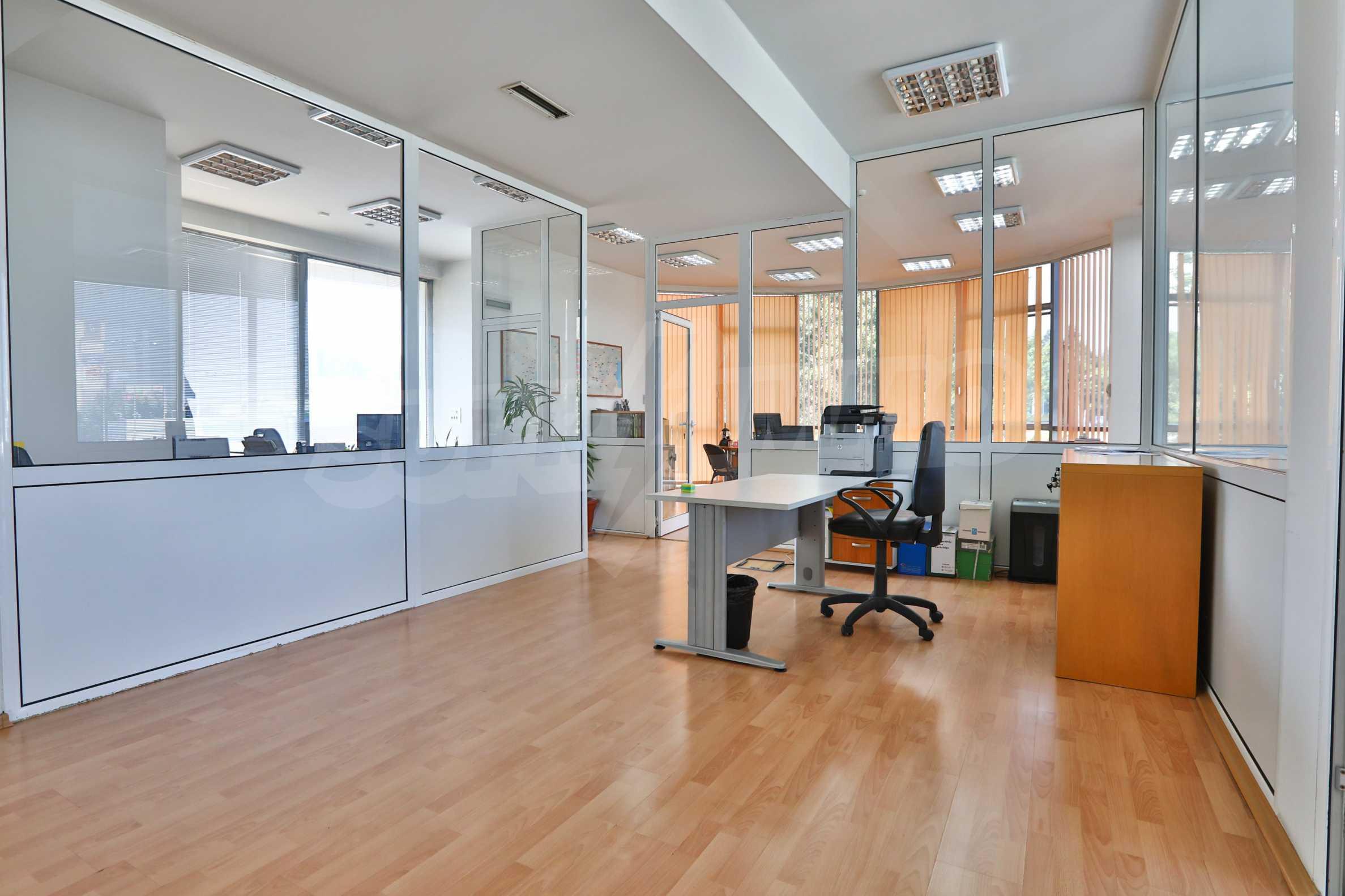 Площи тип open space в офис зоната на бул. Цариградско шосе 36