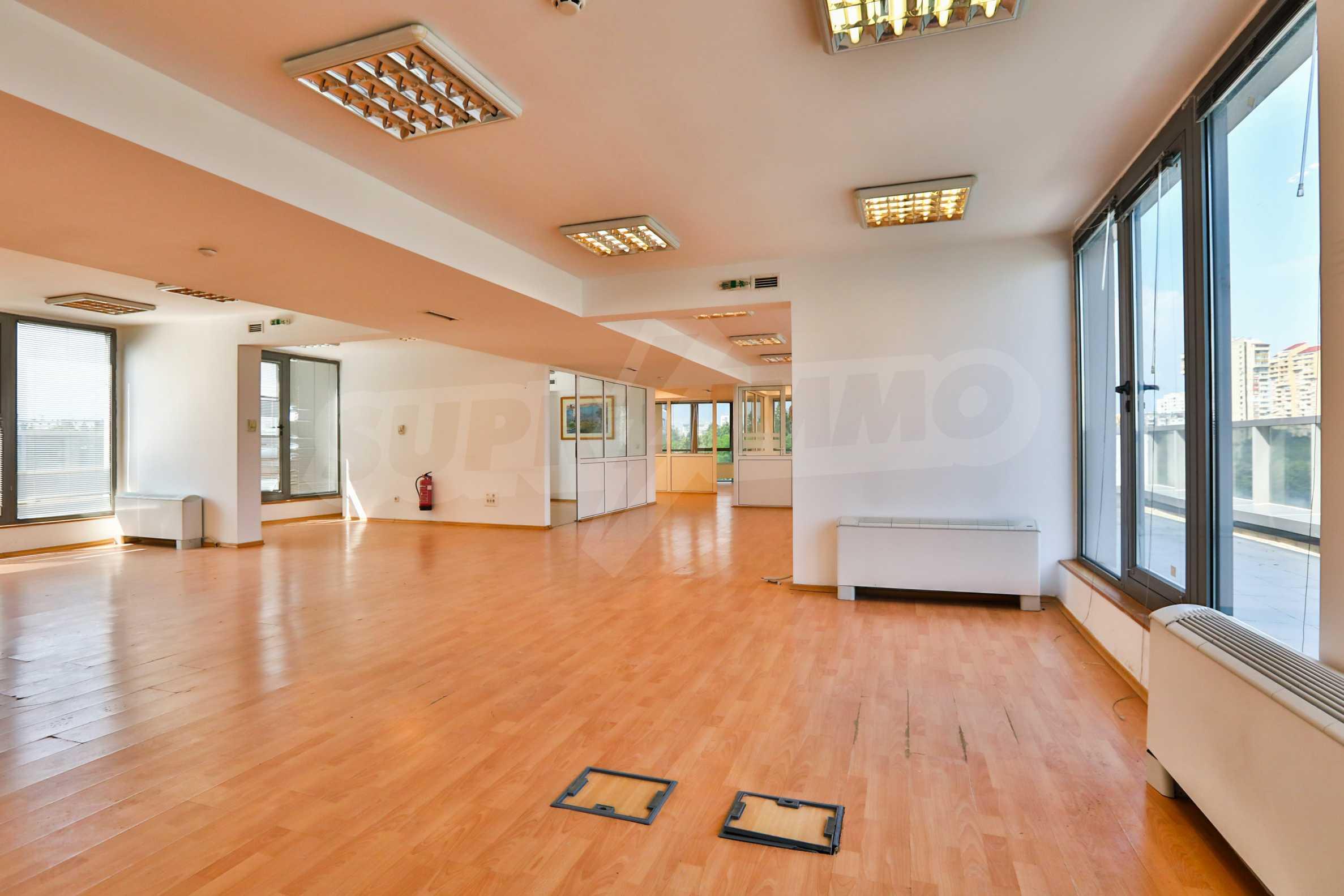 Площи тип open space в офис зоната на бул. Цариградско шосе 7