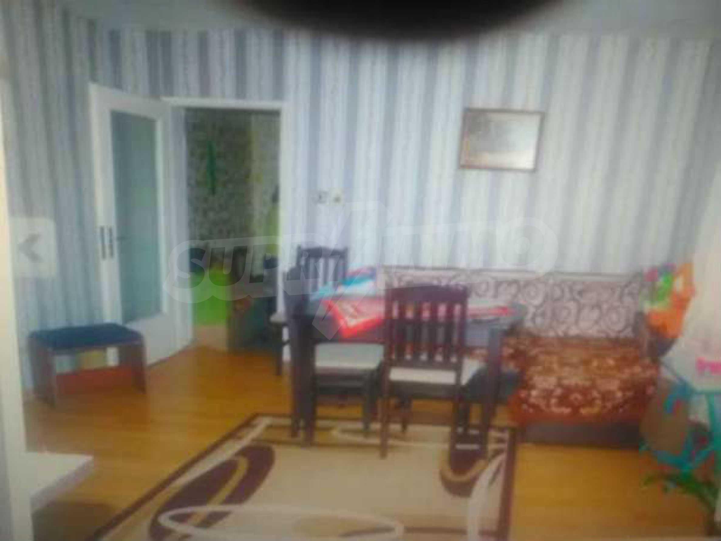Двуетажна къща с двор в село на 3 км от град Велико Търново  3
