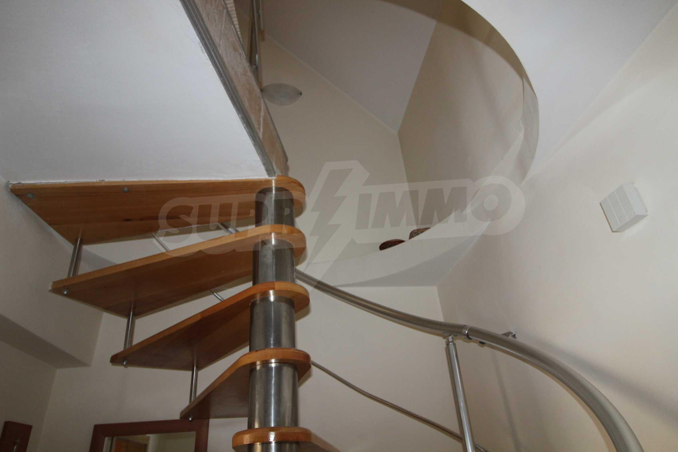 Тристаен апартамент в планински курорт Банско 6