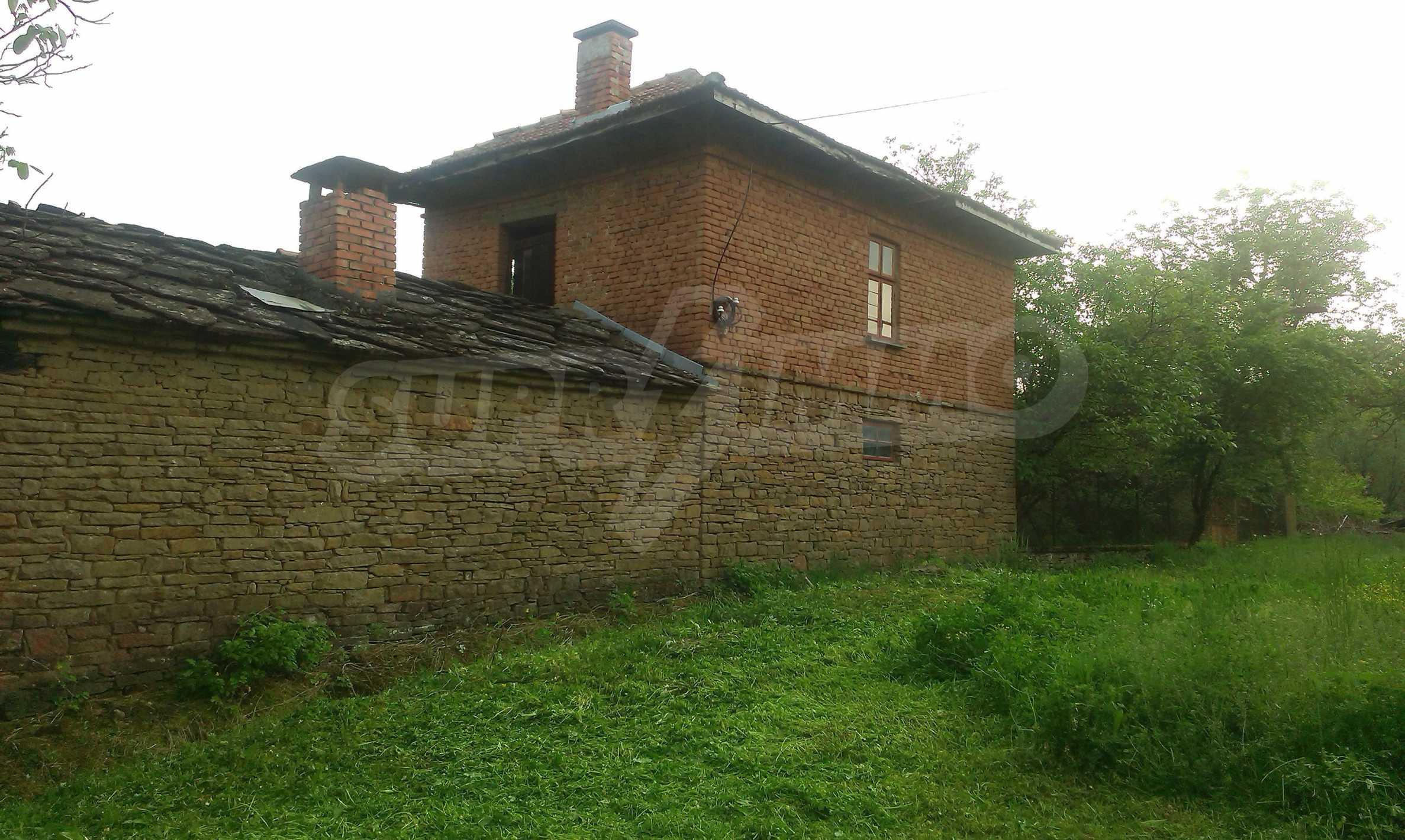Двуетажна тухлена къща на 40 км от Велико Търново  27