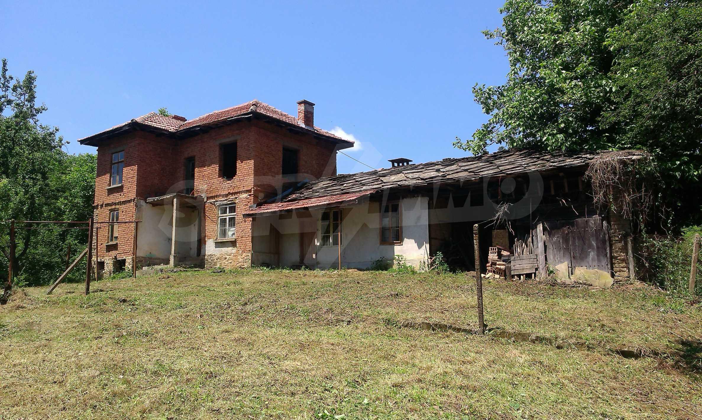 Двуетажна тухлена къща на 40 км от Велико Търново  29
