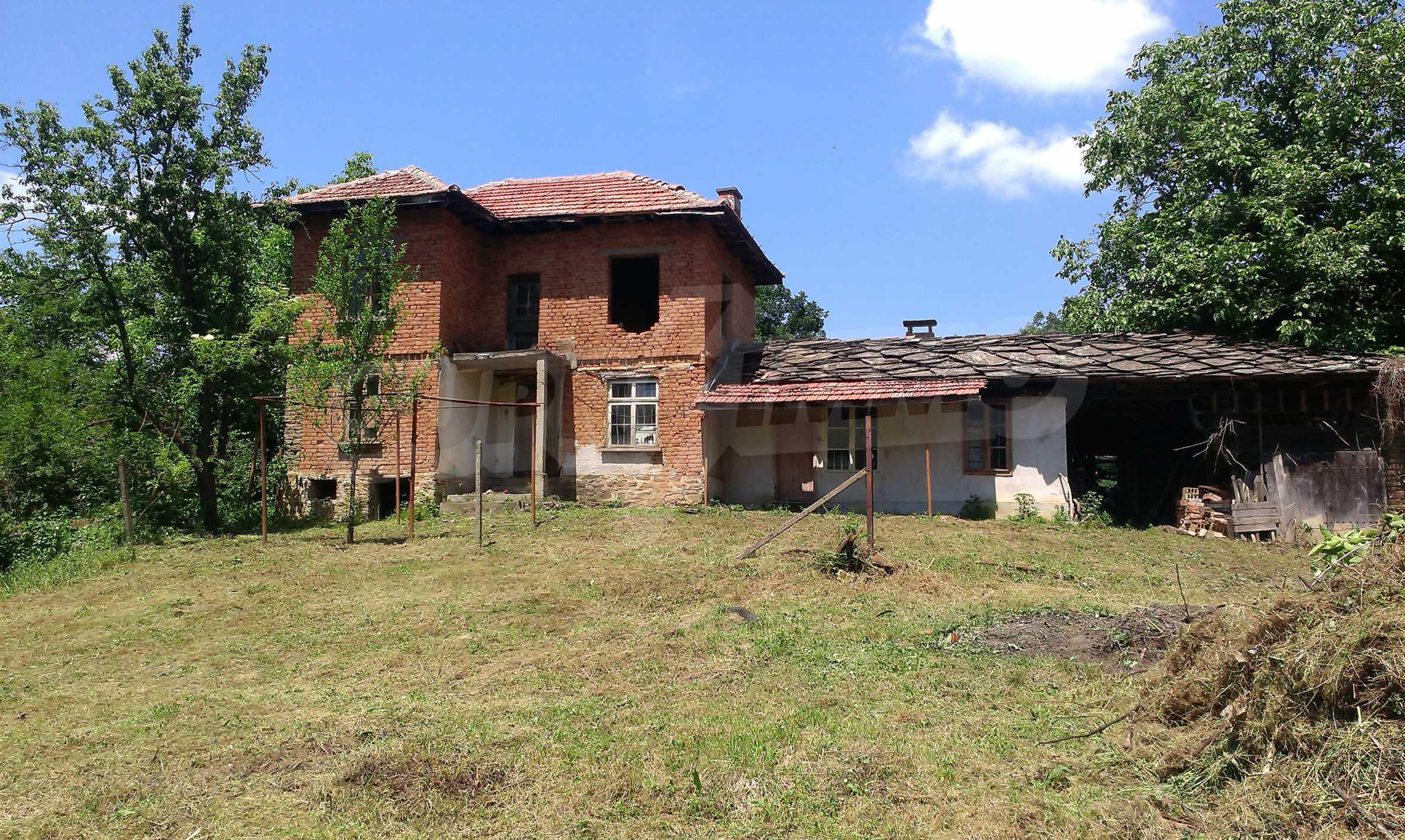 Двуетажна тухлена къща на 40 км от Велико Търново  31