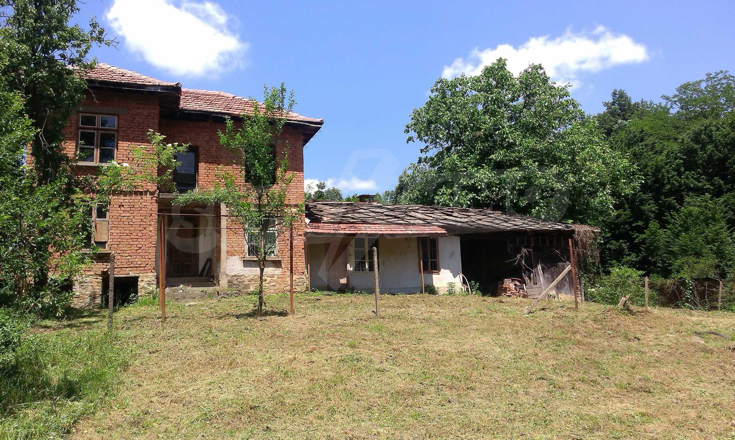 Двуетажна тухлена къща на 40 км от Велико Търново  33