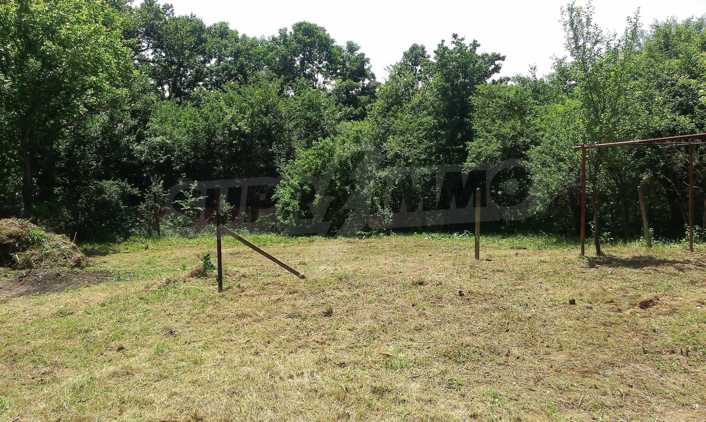 Двуетажна тухлена къща на 40 км от Велико Търново  36