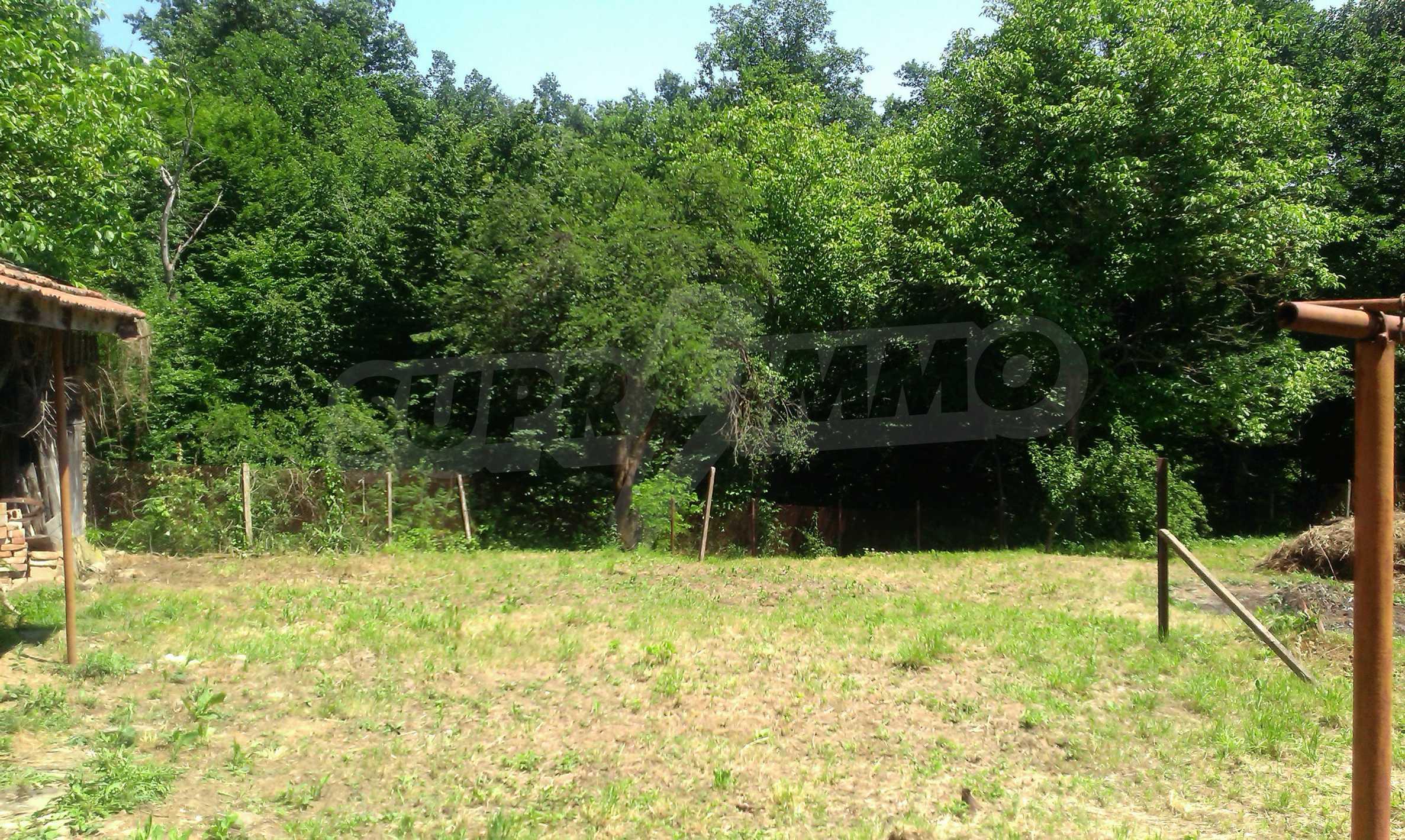Двуетажна тухлена къща на 40 км от Велико Търново  3