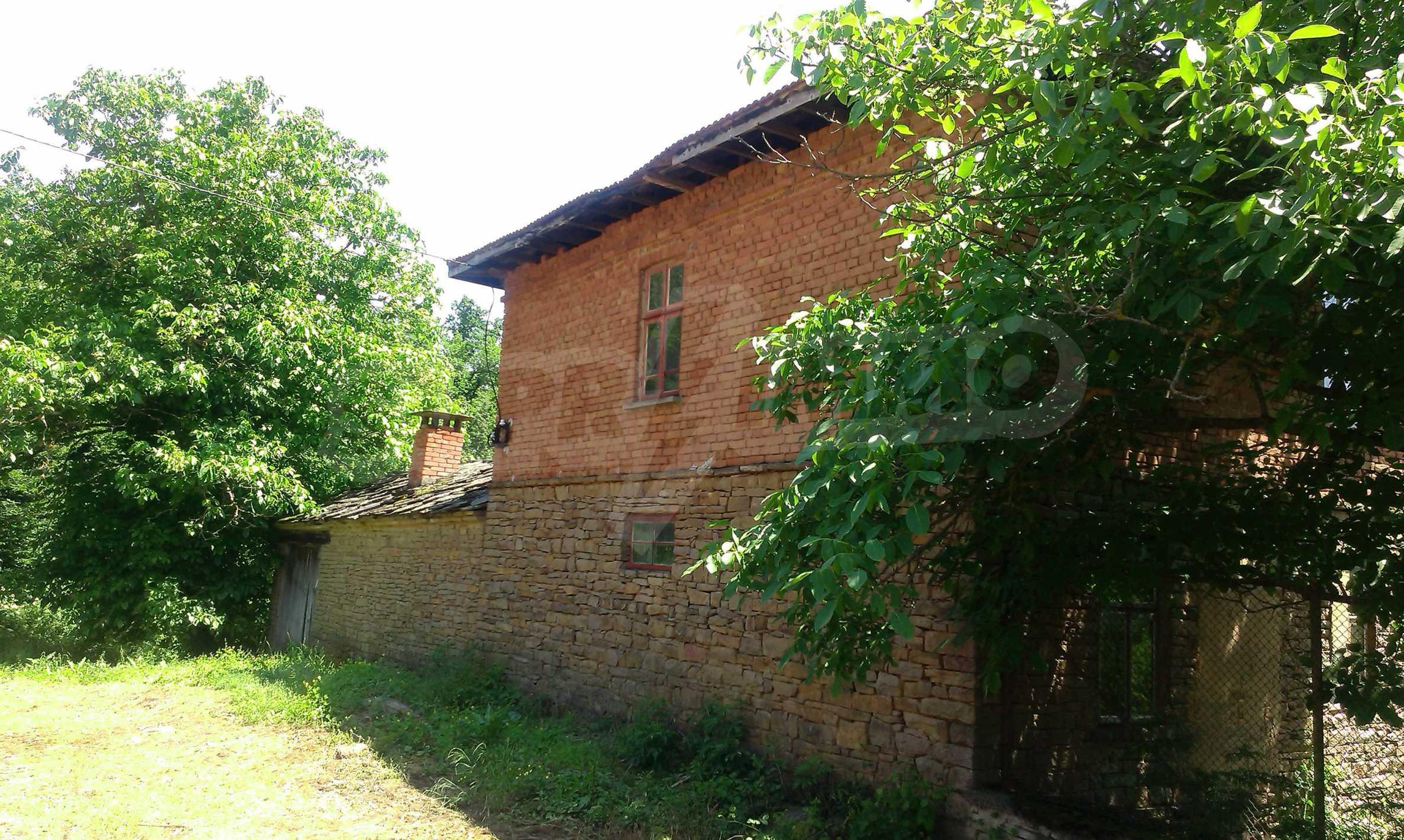 Двуетажна тухлена къща на 40 км от Велико Търново  39