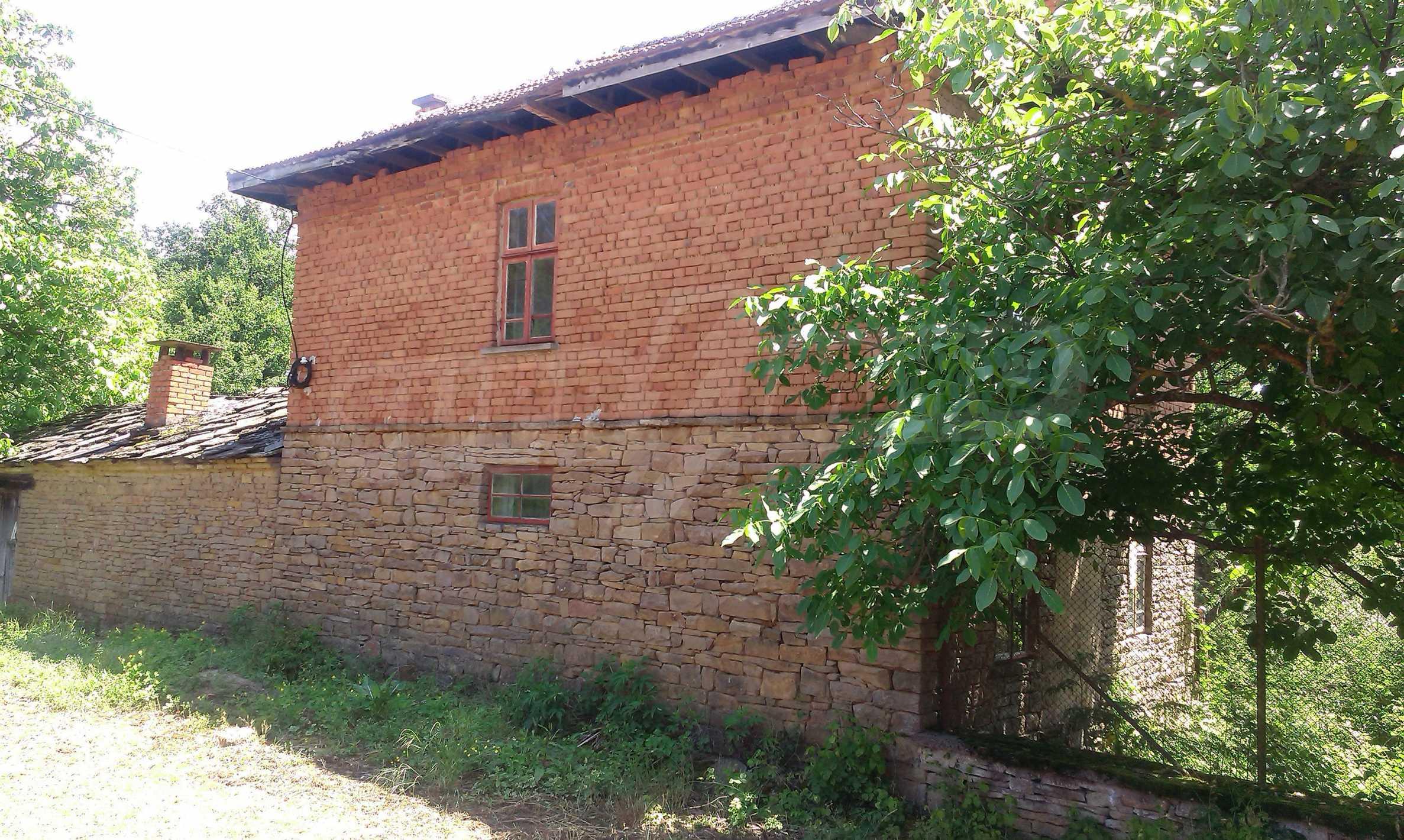 Двуетажна тухлена къща на 40 км от Велико Търново  40
