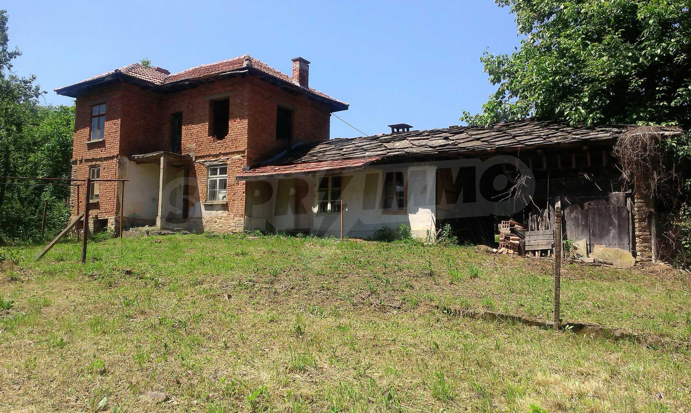 Двуетажна тухлена къща на 40 км от Велико Търново  41