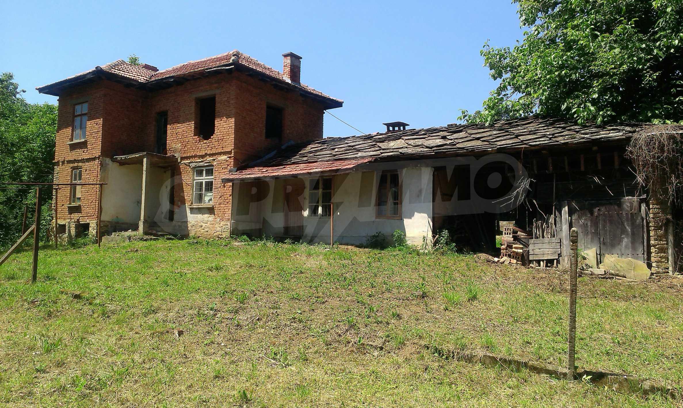 Двуетажна тухлена къща на 40 км от Велико Търново  42
