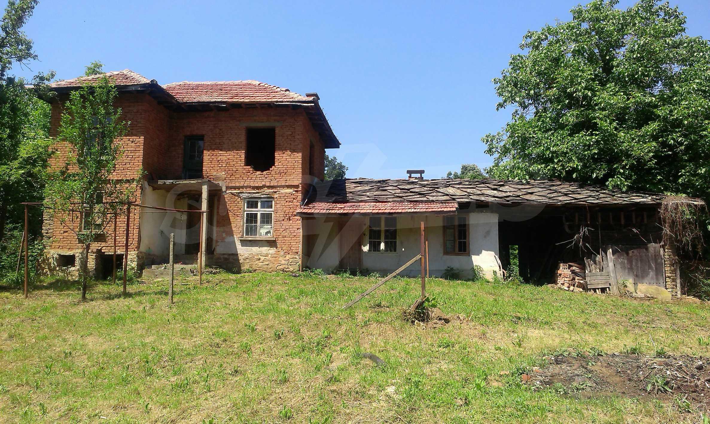 Двуетажна тухлена къща на 40 км от Велико Търново  44