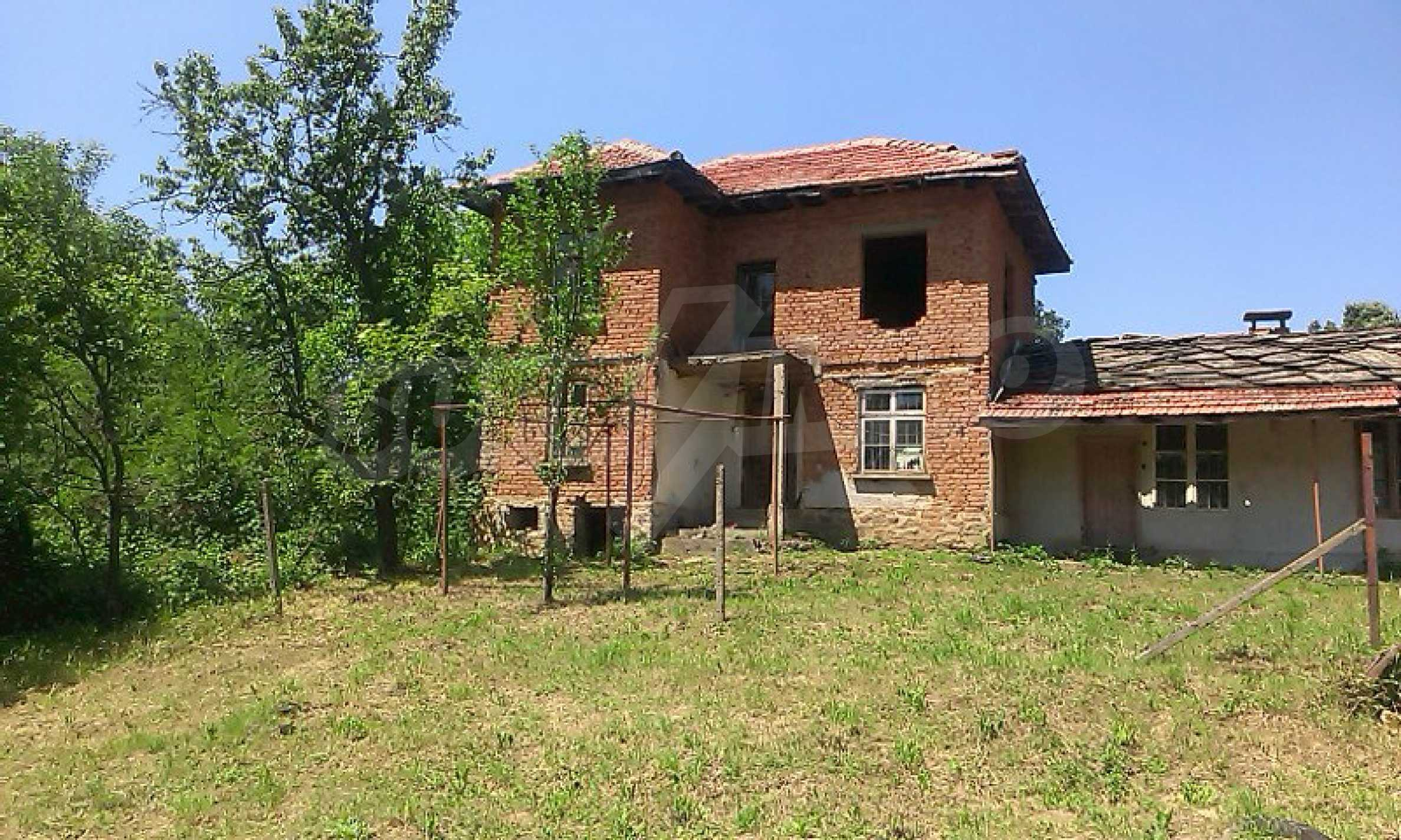 Двуетажна тухлена къща на 40 км от Велико Търново  45