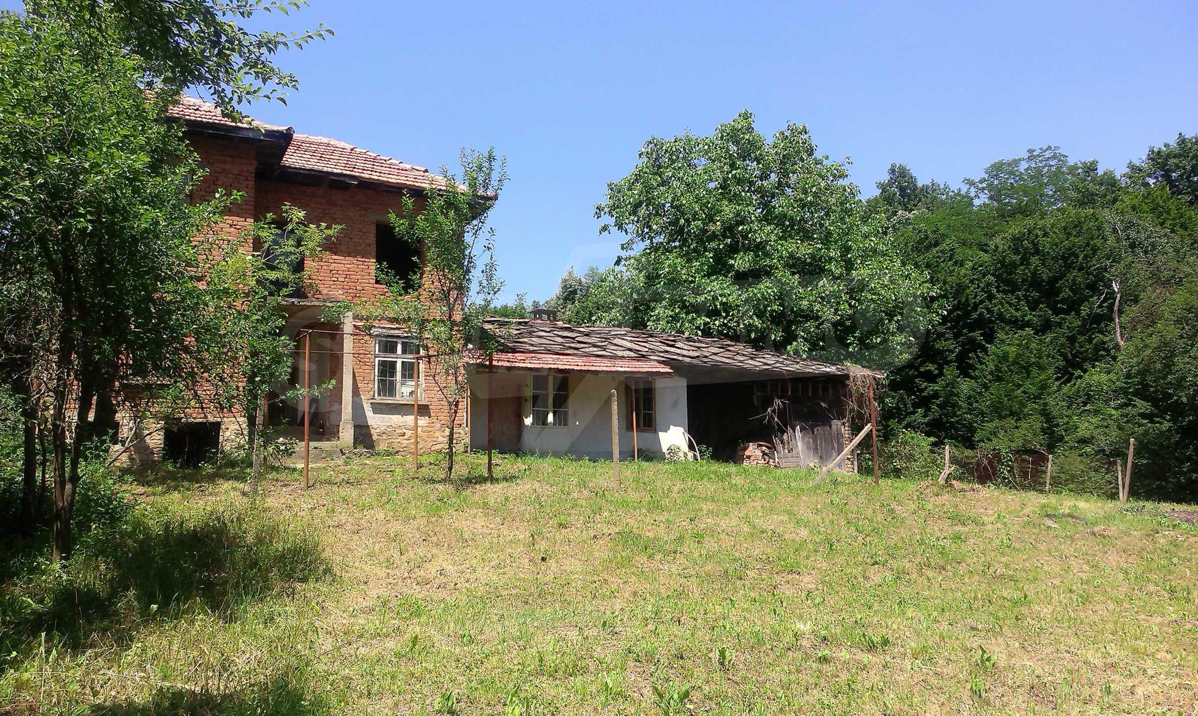 Двуетажна тухлена къща на 40 км от Велико Търново  46