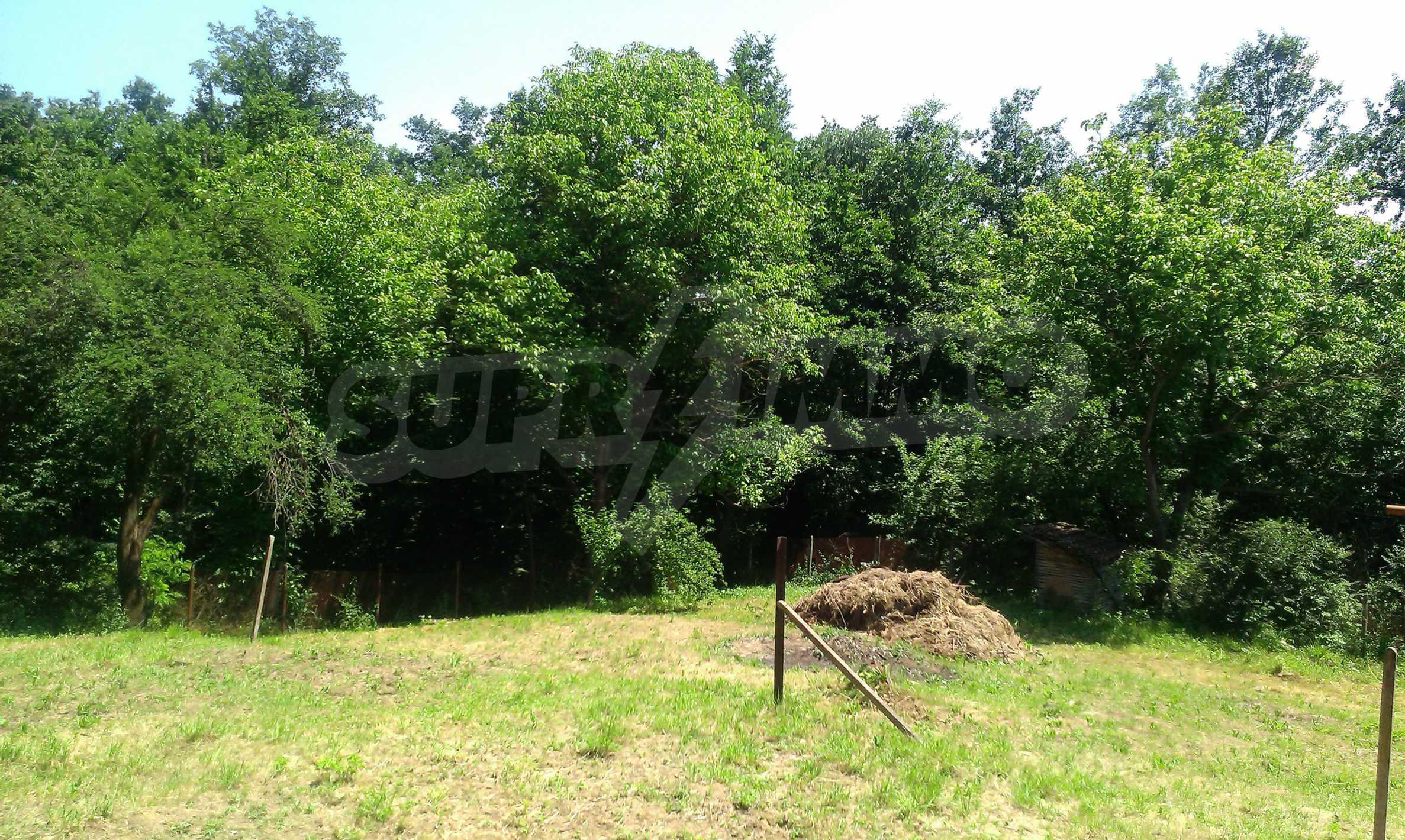 Двуетажна тухлена къща на 40 км от Велико Търново  48