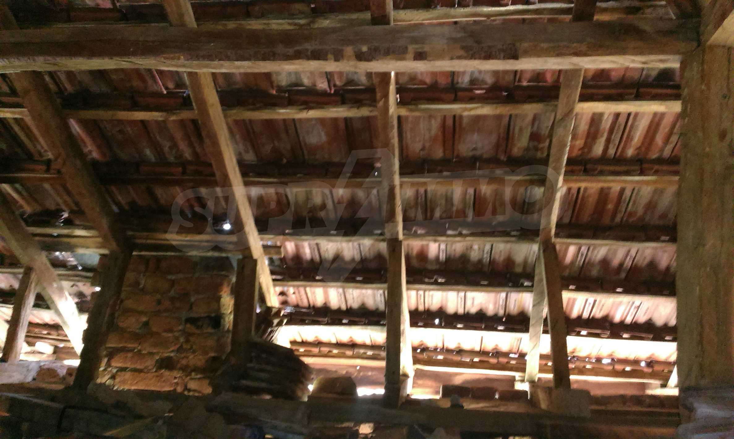 Двуетажна тухлена къща на 40 км от Велико Търново  4