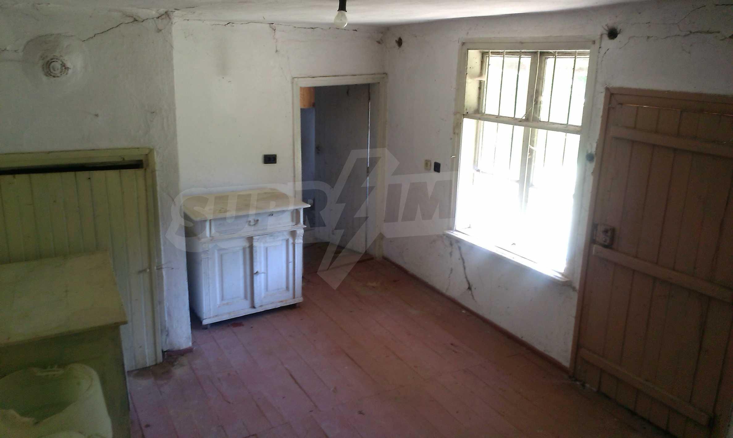 Двуетажна тухлена къща на 40 км от Велико Търново  53