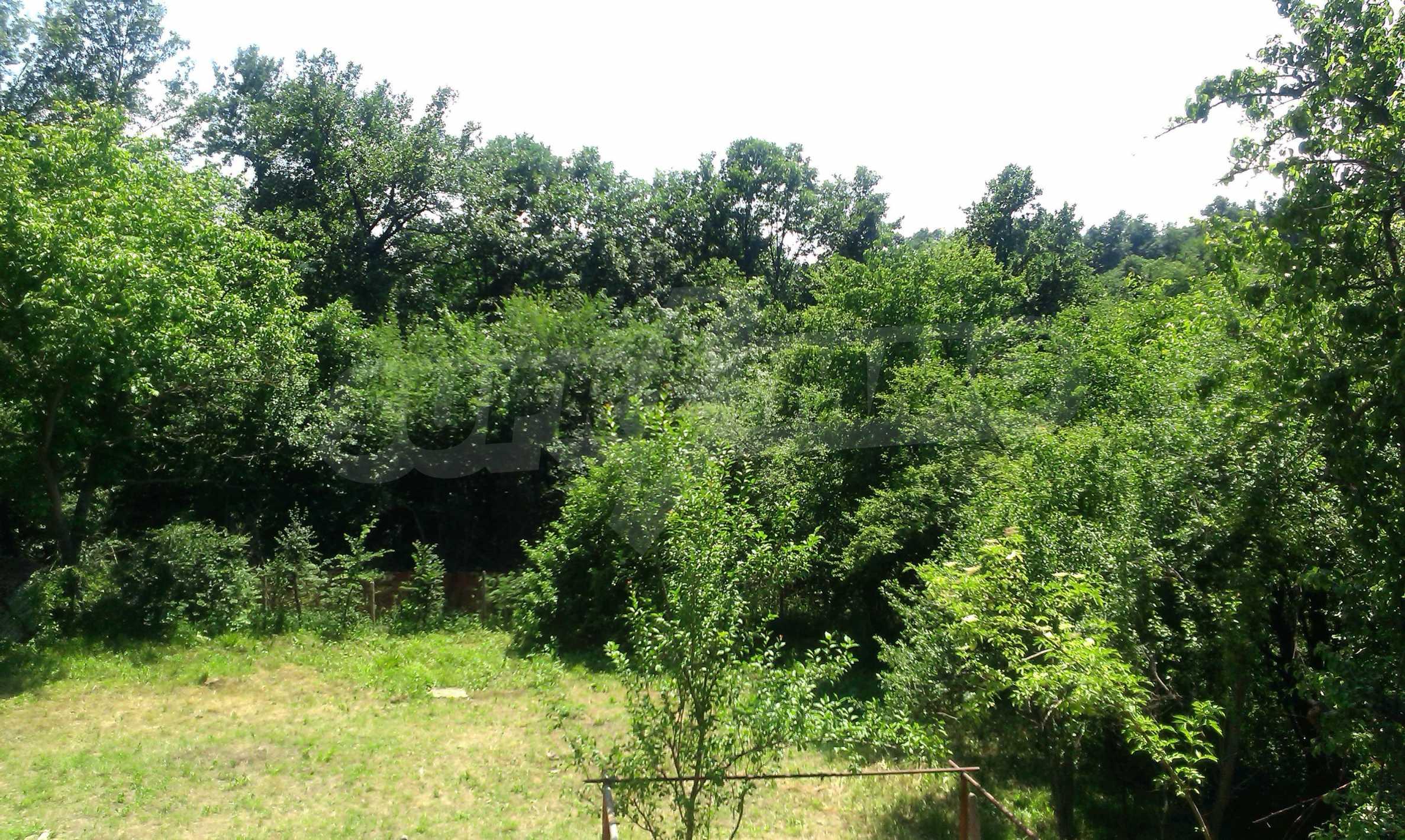 Двуетажна тухлена къща на 40 км от Велико Търново  54