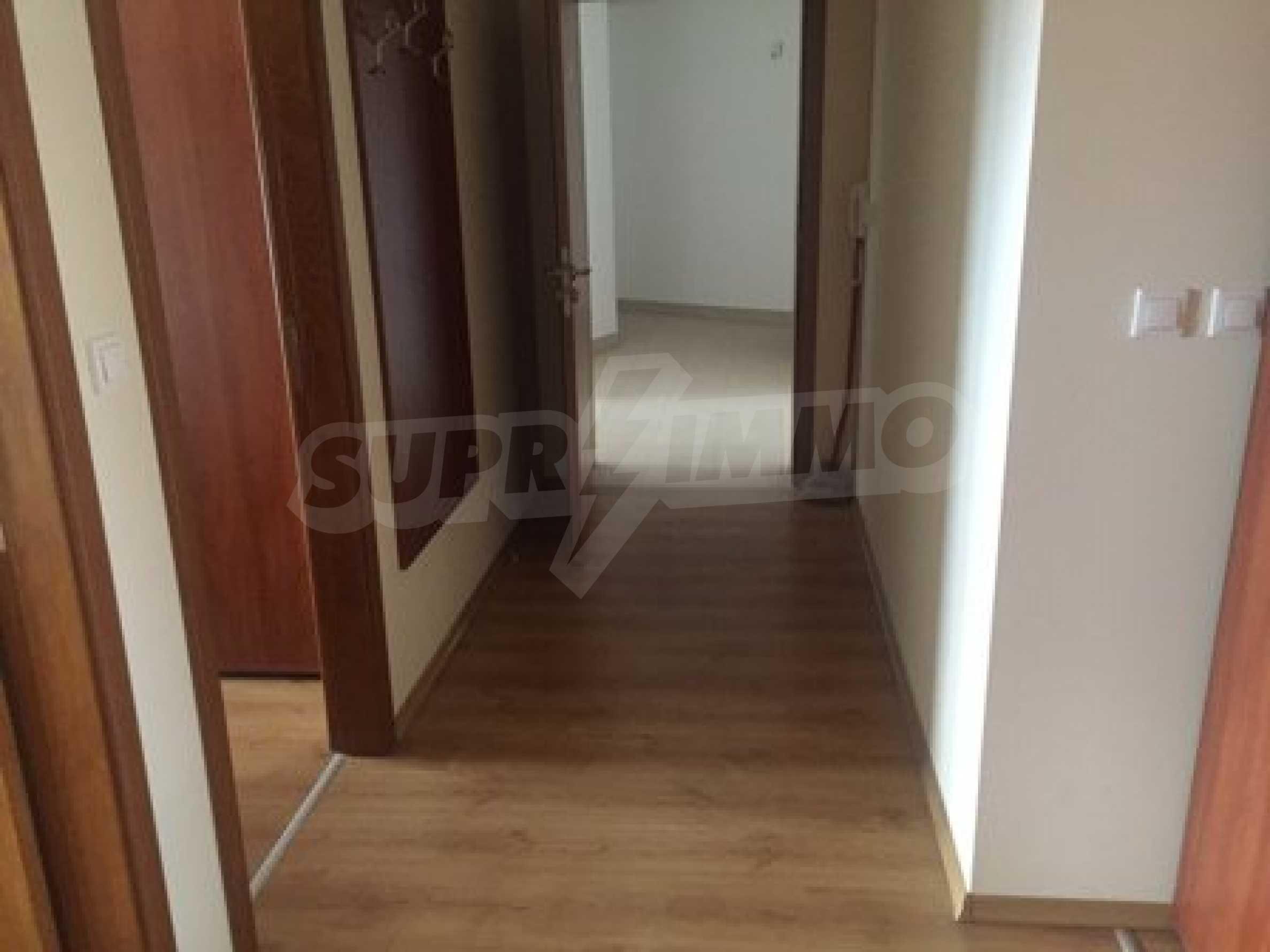 Тристаен апартамент с камина в Банско 10