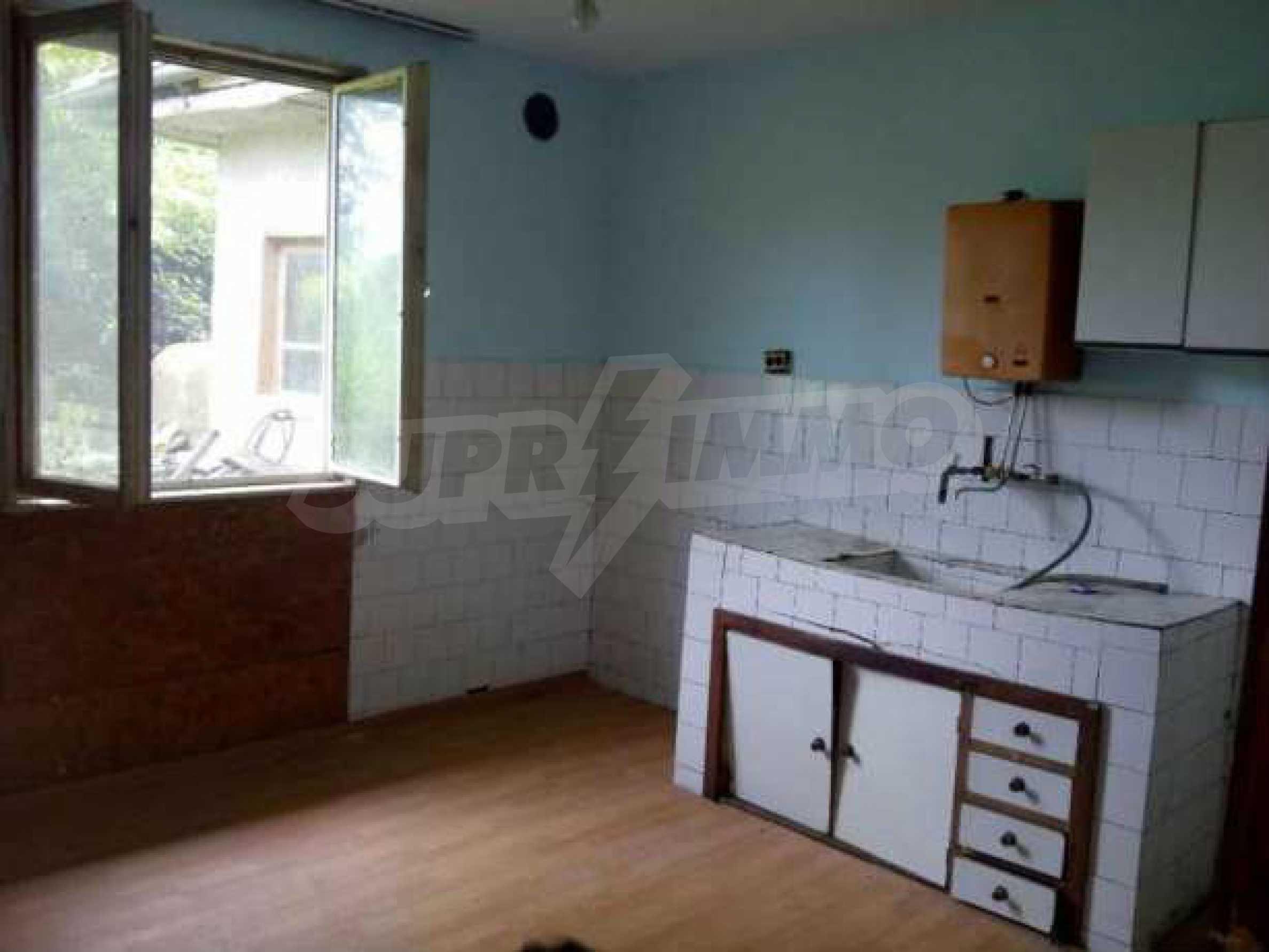 Eдноетажна къща  в село на 11 км от Велико Търново  5
