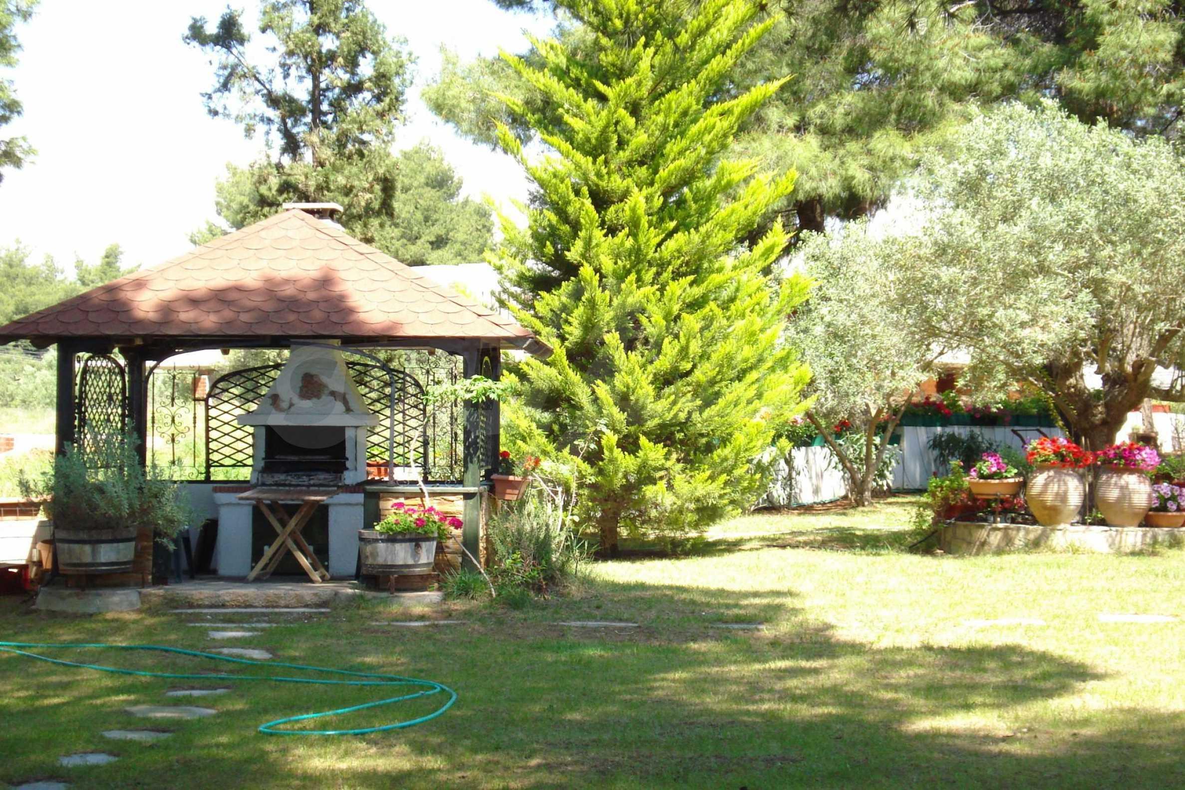 Къща  в  Никити 9