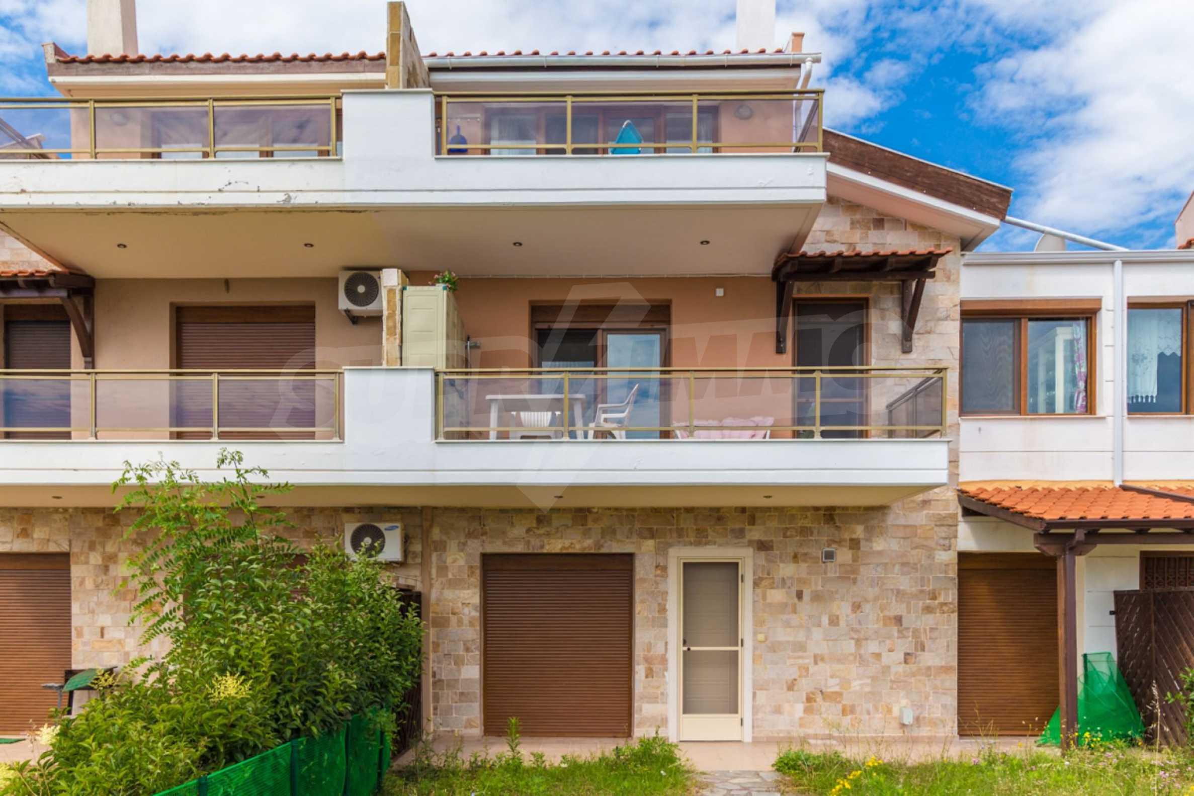 Къща  в  Акти Салоникю 19