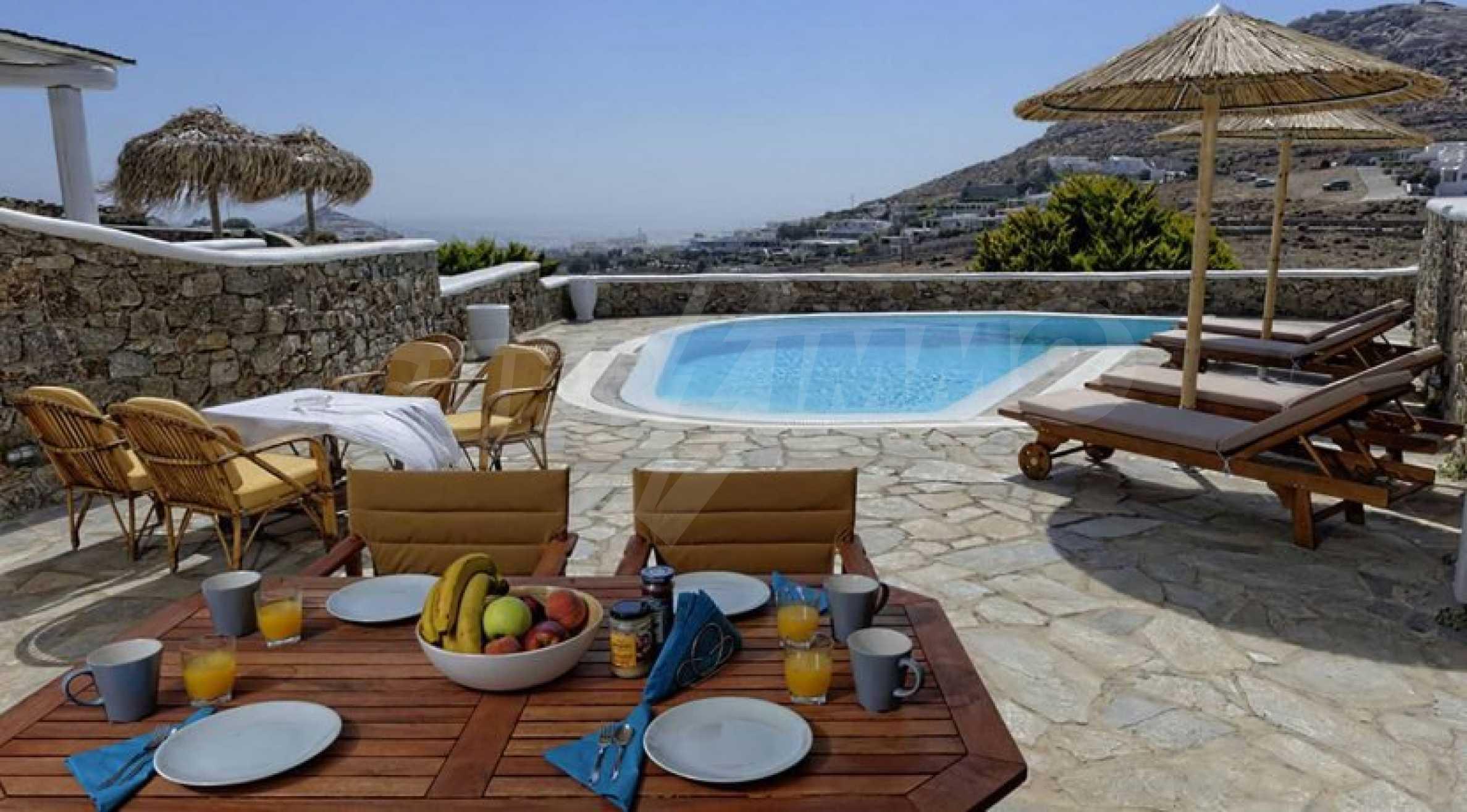 Вила с басейн и морски изглед в Миконос