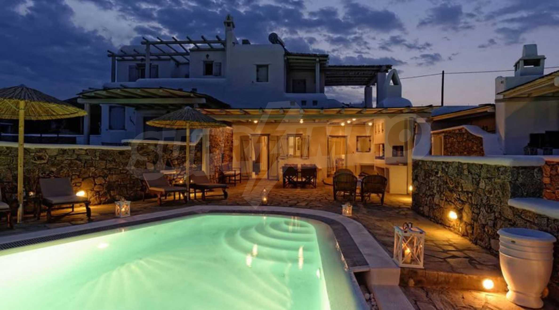 Вила с басейн и морски изглед в Миконос 5