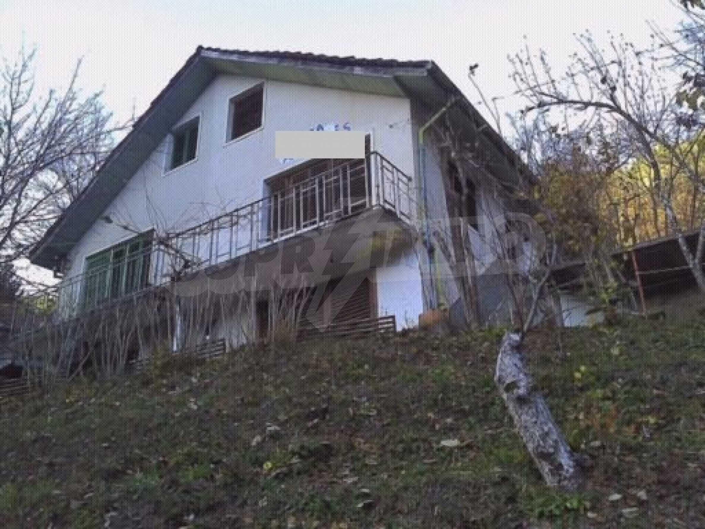 Двуетажна вила в село с минерална  вода в Троянския Балкан  1
