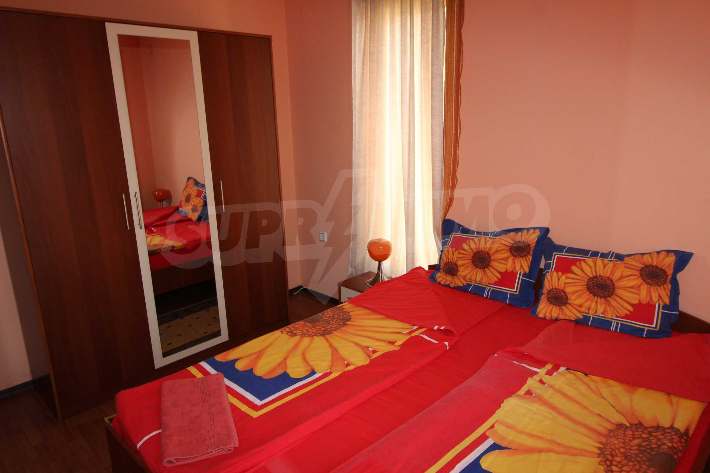 Светъл и уютен тристаен апартамент в Банско 1