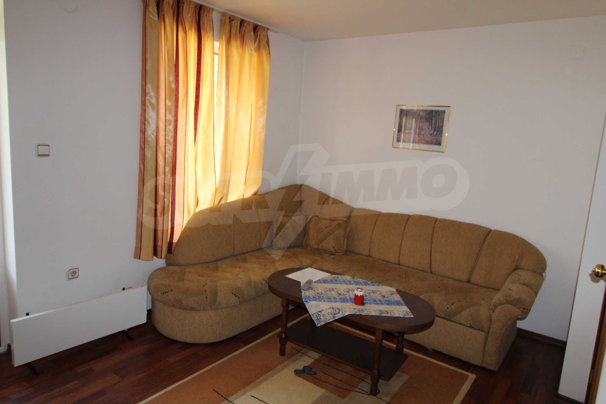 Светъл и уютен тристаен апартамент в Банско 6