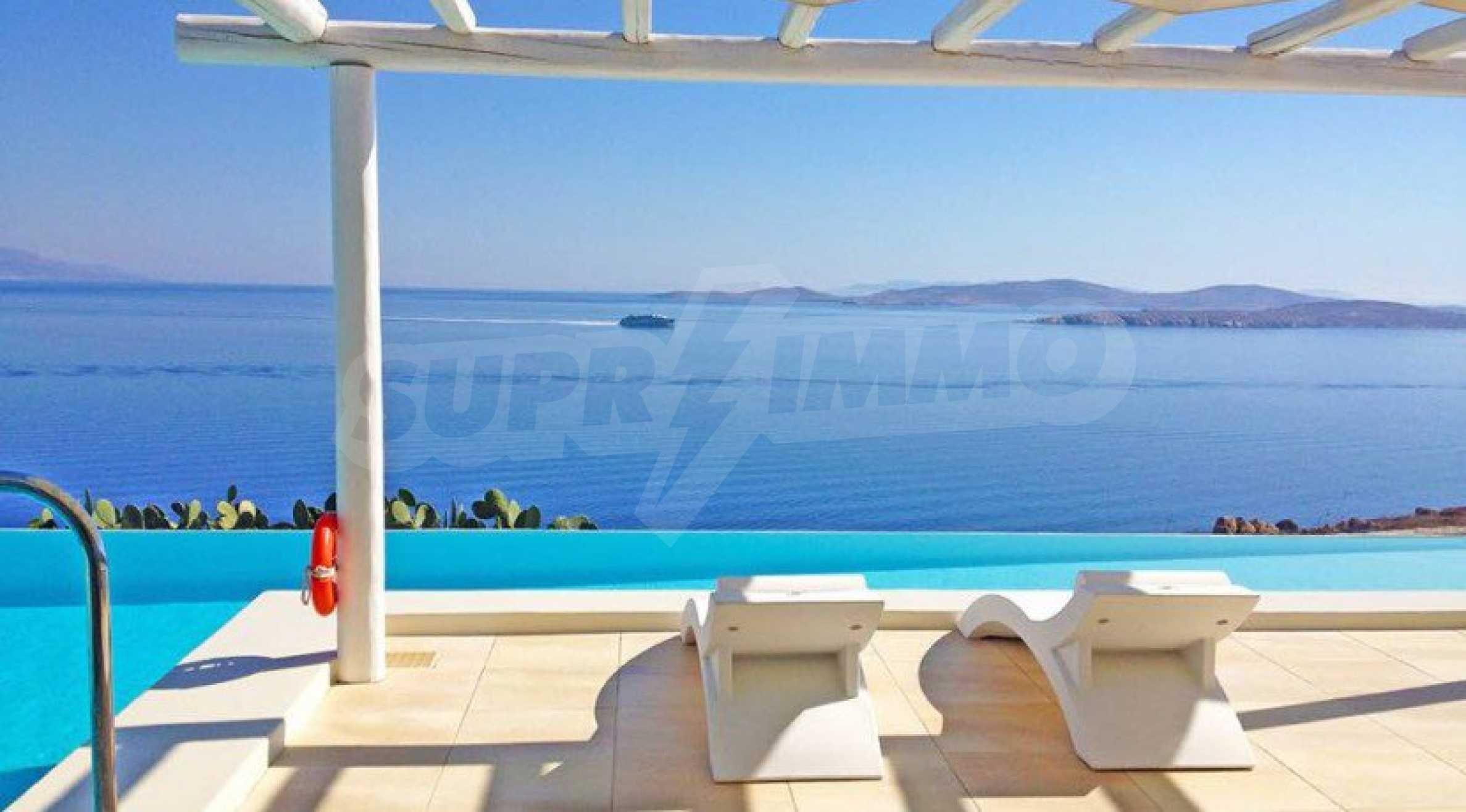 Величествена резиденция в Егейско море