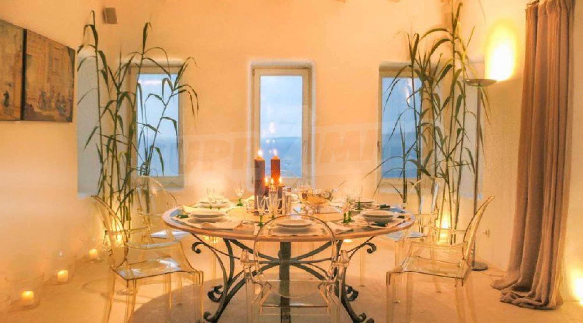 Величествена резиденция в Егейско море 11