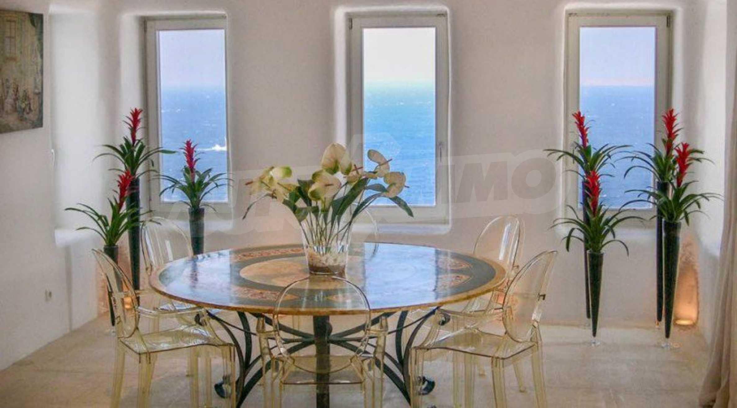 Величествена резиденция в Егейско море 12