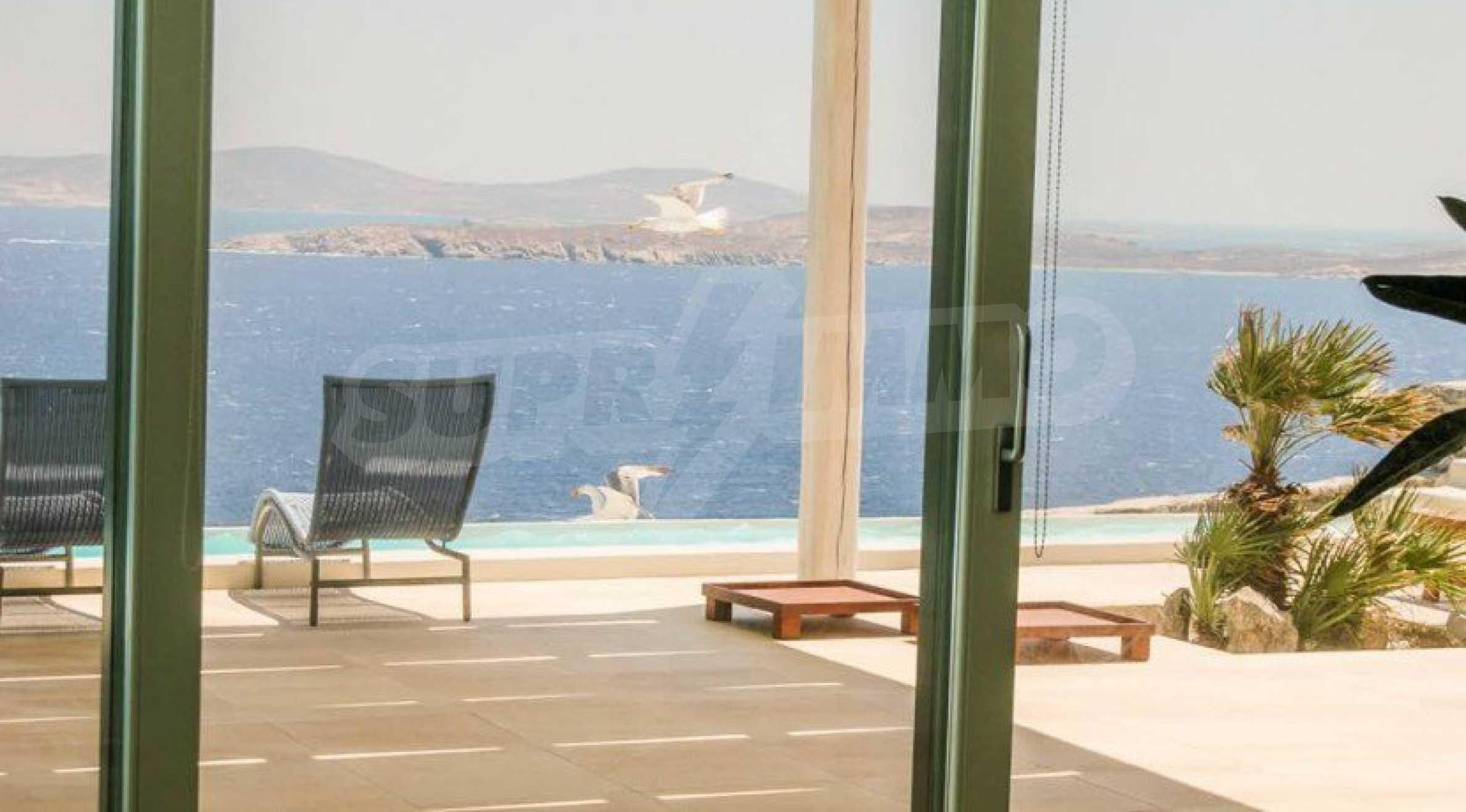 Величествена резиденция в Егейско море 17