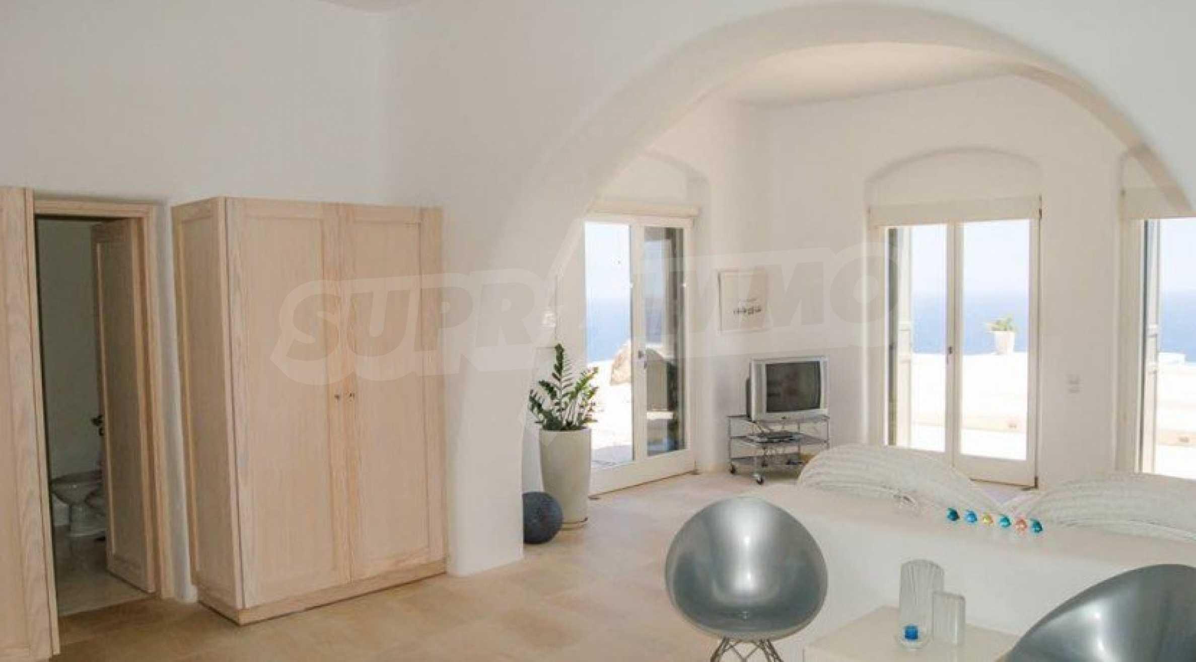 Величествена резиденция в Егейско море 18