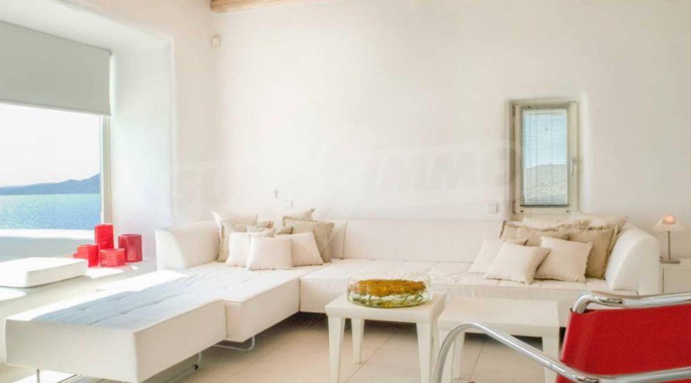 Величествена резиденция в Егейско море 23