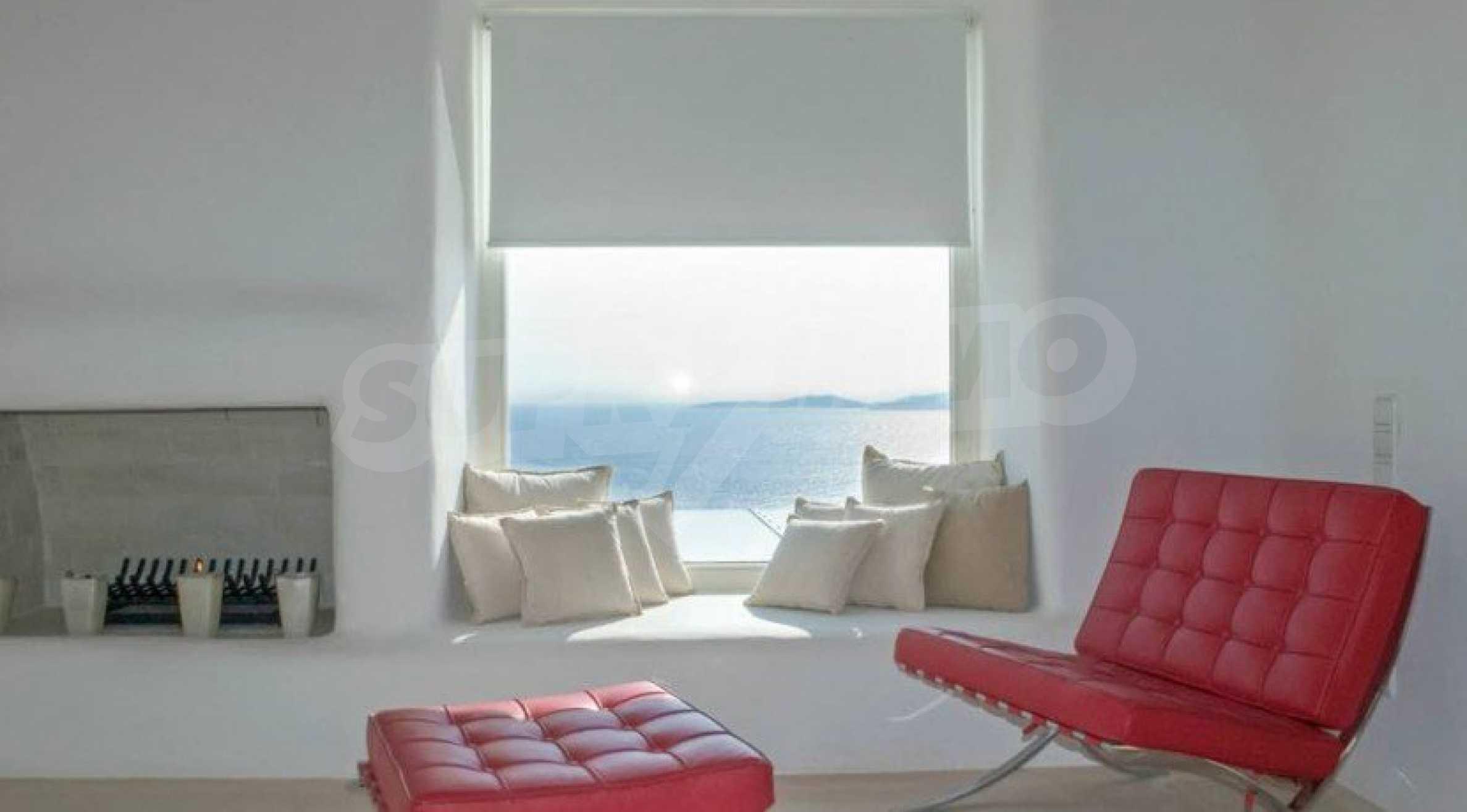 Величествена резиденция в Егейско море 26