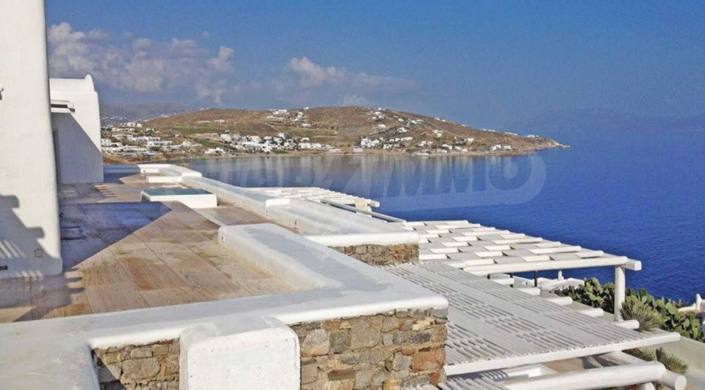 Величествена резиденция в Егейско море 32