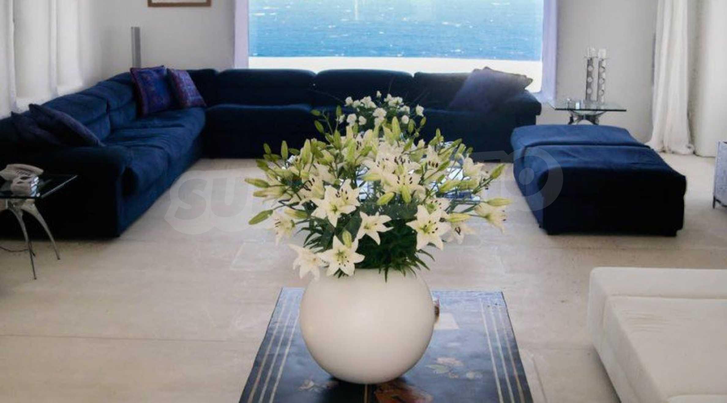 Величествена резиденция в Егейско море 5