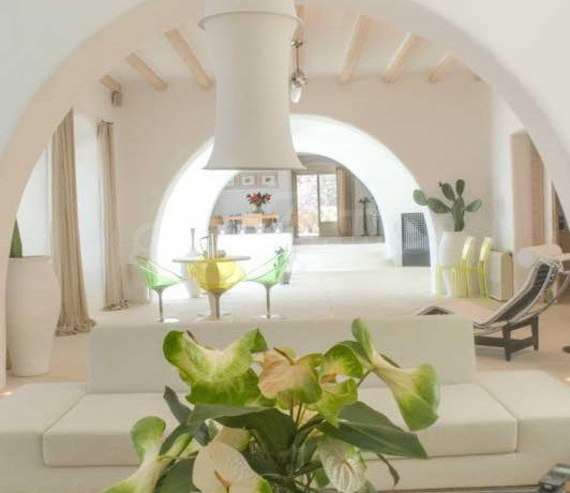 Величествена резиденция в Егейско море 6